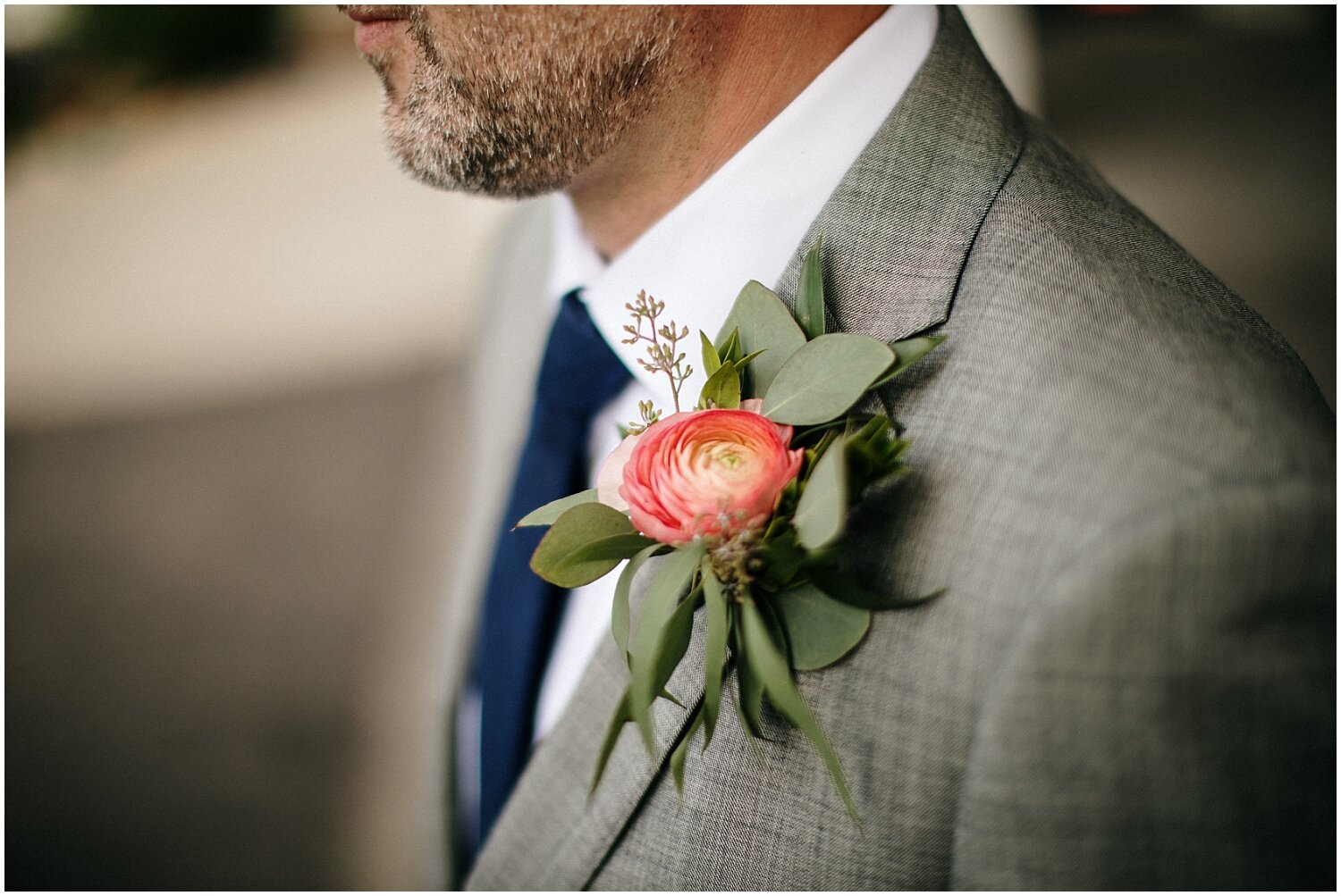 grooms look and boutonniere