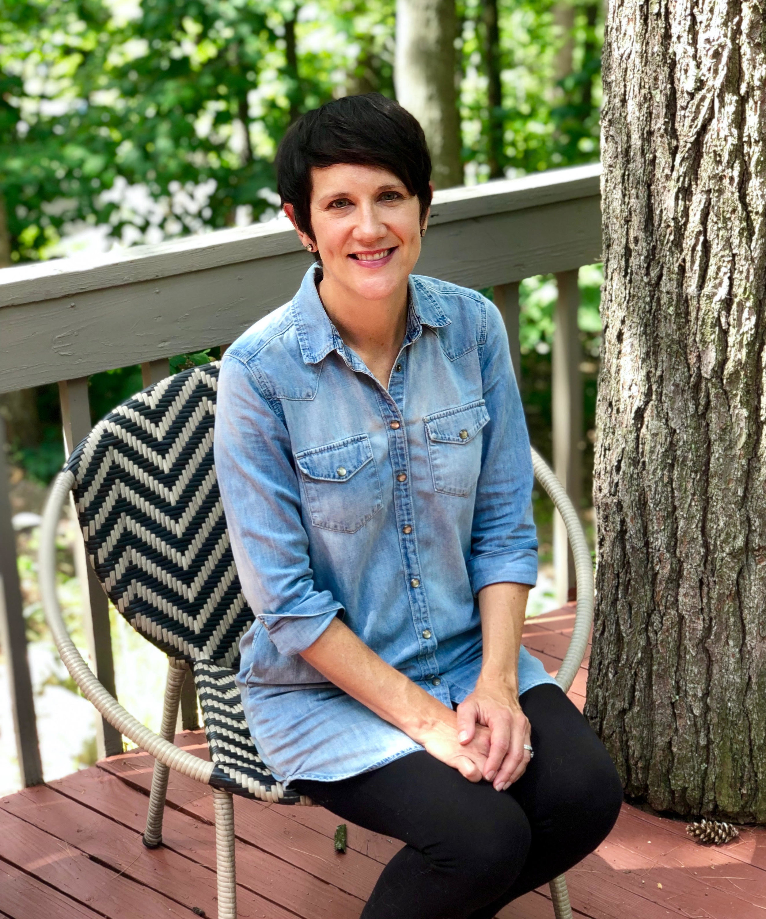Jackie Keller, therapist and counselor in Traverse City. Helps clients overcome anxiety, trauma, depression, parenting issues and stress with CBT, mindfulness and EMDR
