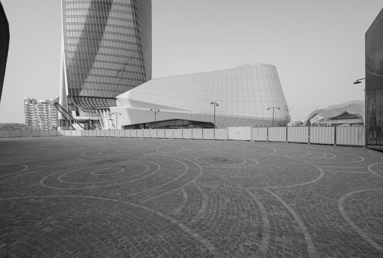 Zaha Hadid Architects / CityLife Shopping District - Milano