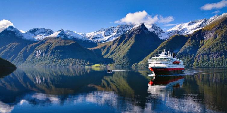 Hurtigruten ship.png