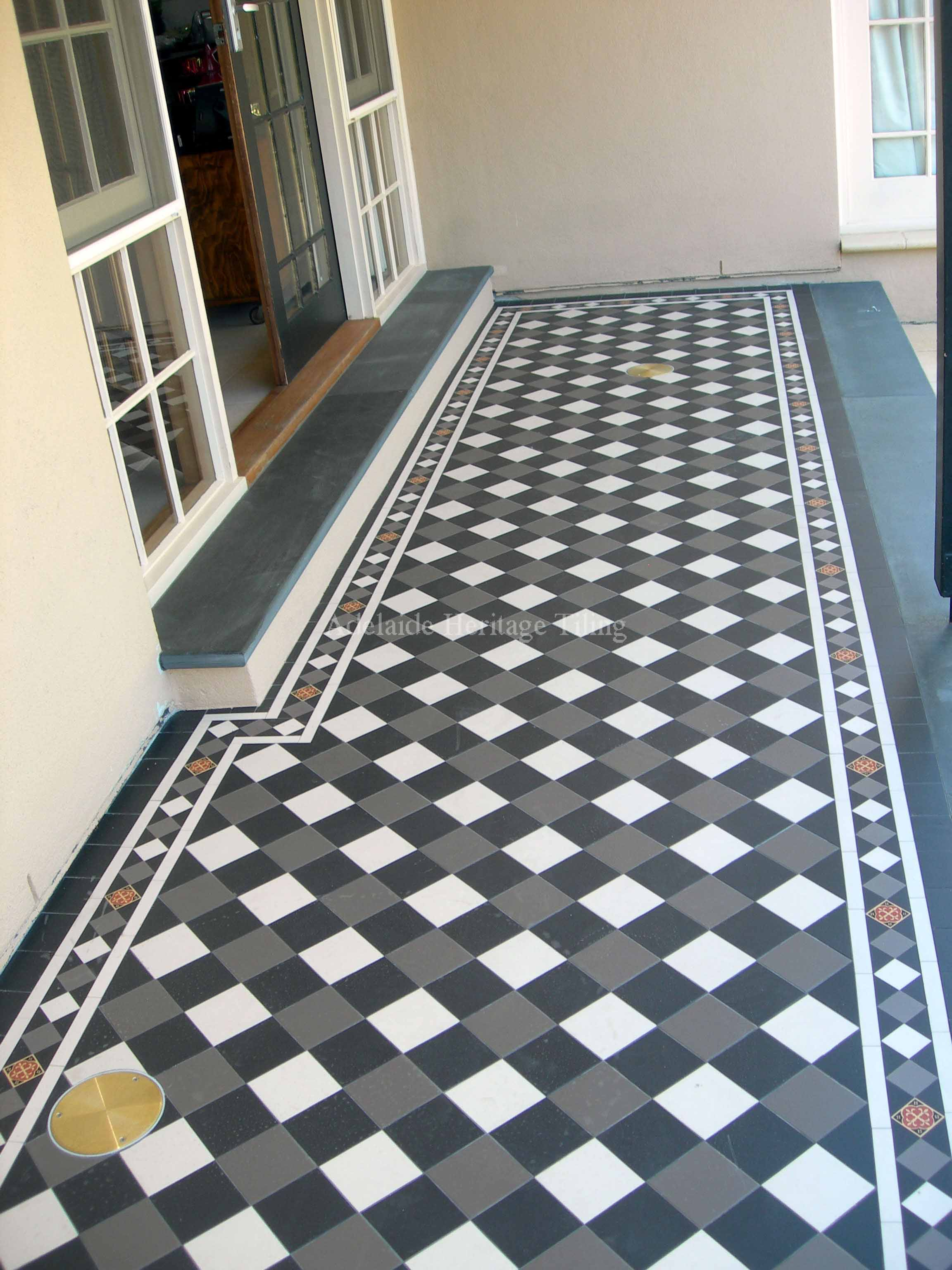 Black, White and Grey Squares on Diamond with Norwood Border (alternating colours)