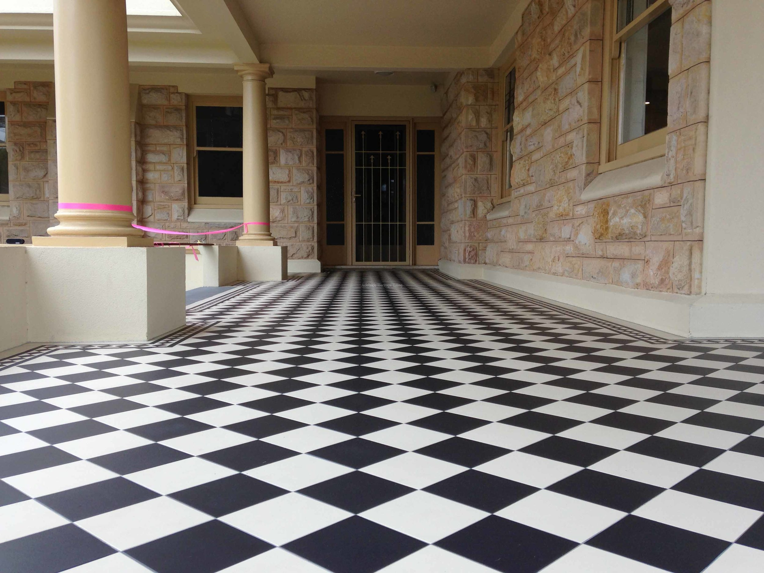 Black and White Alternating 150x150mm Squares with Norwood Border