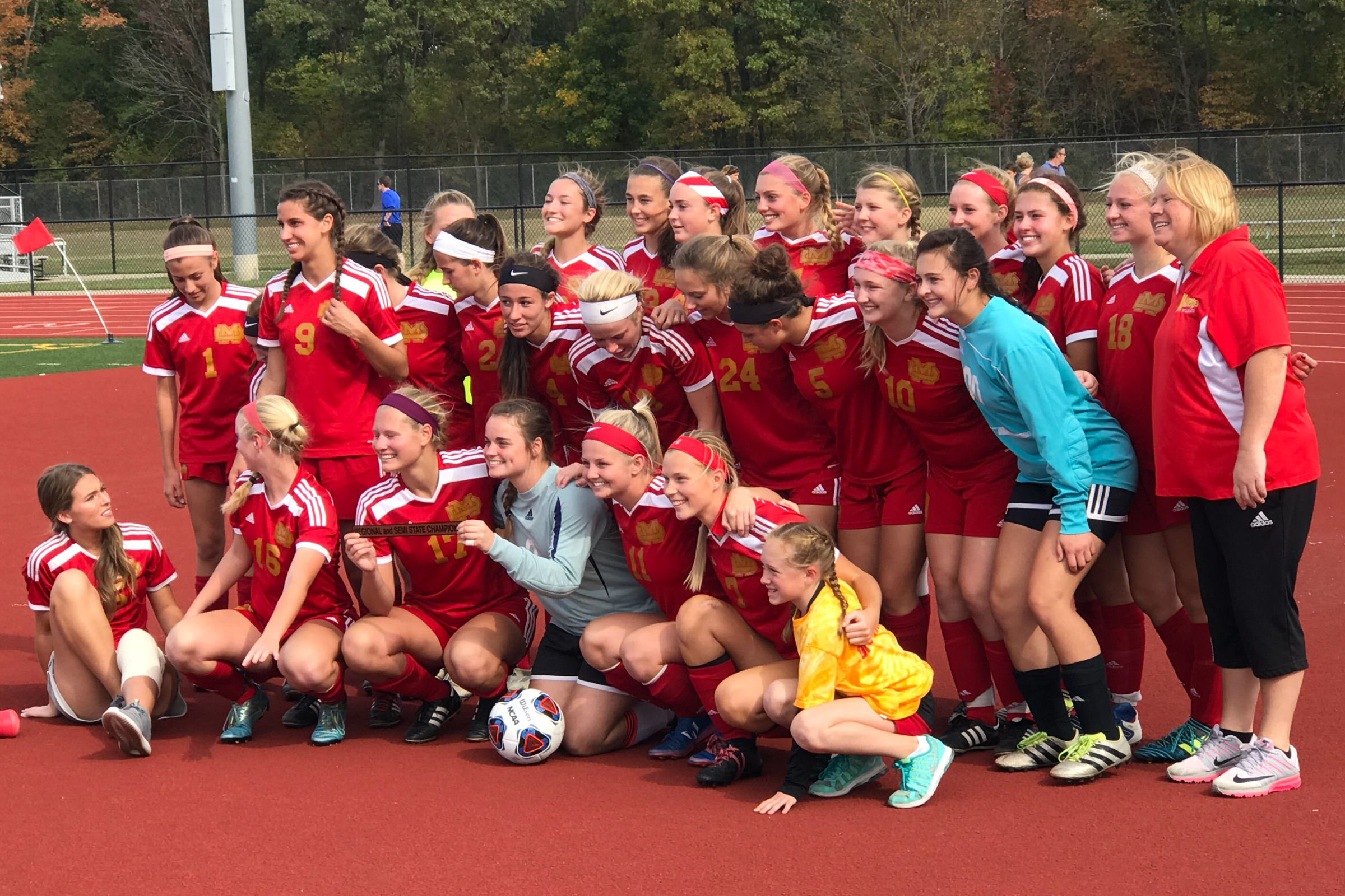 Screaming-Eagles-Soccer-Mater-Dei-001.png