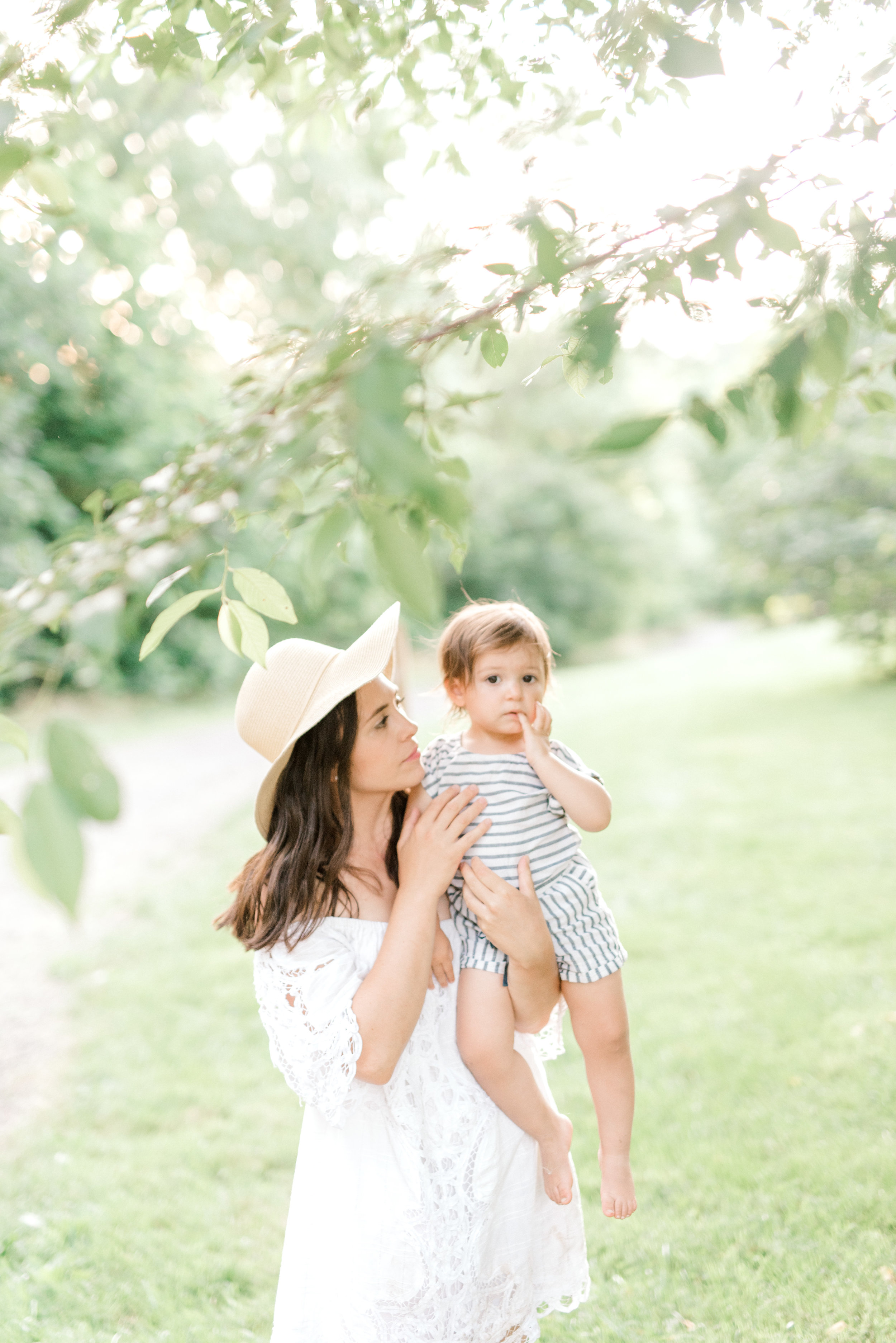 Adorable family photography session with modern rustic vibes in Newtown Square, Pennsylvania