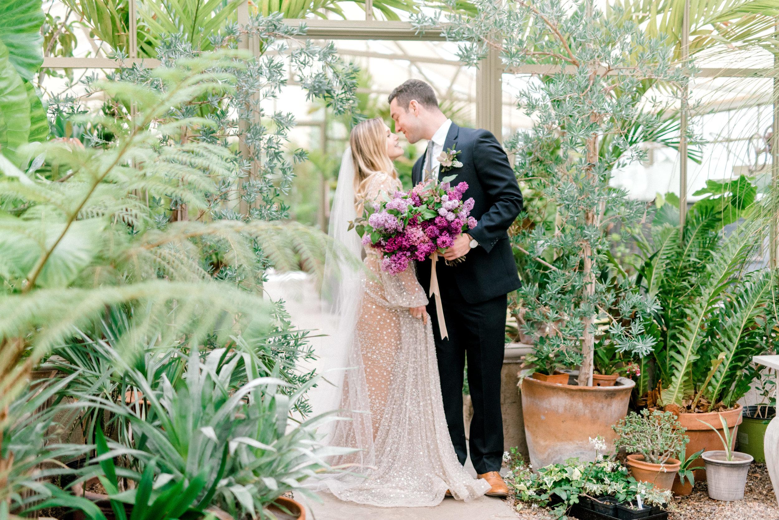 haley-richter-photography-jardin-de-buis-wedding-photos-lilac-bouquet-036.jpg