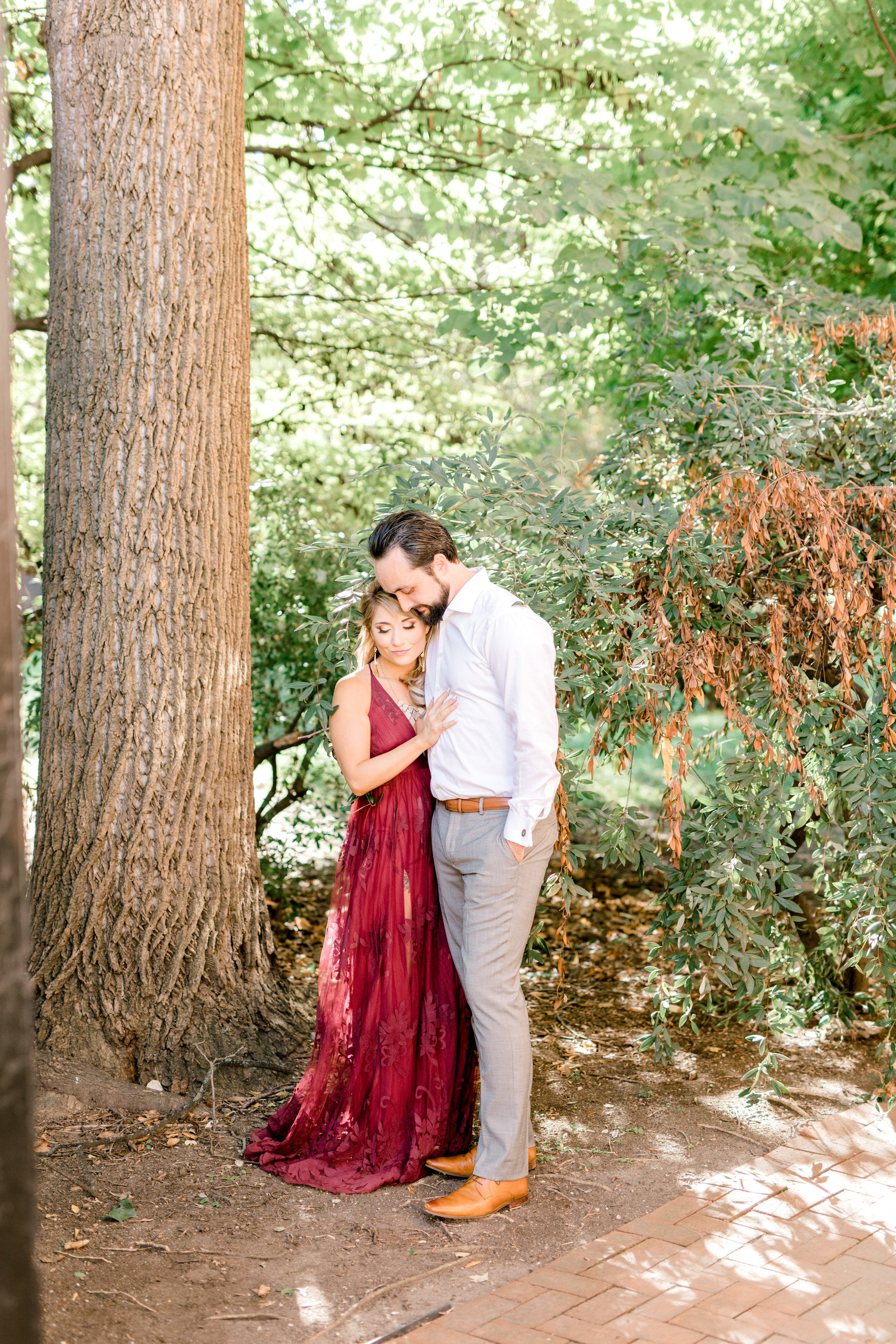 A romantic ending to this burgundy and white bright fall engagement session in Old City, Philadelphia.
