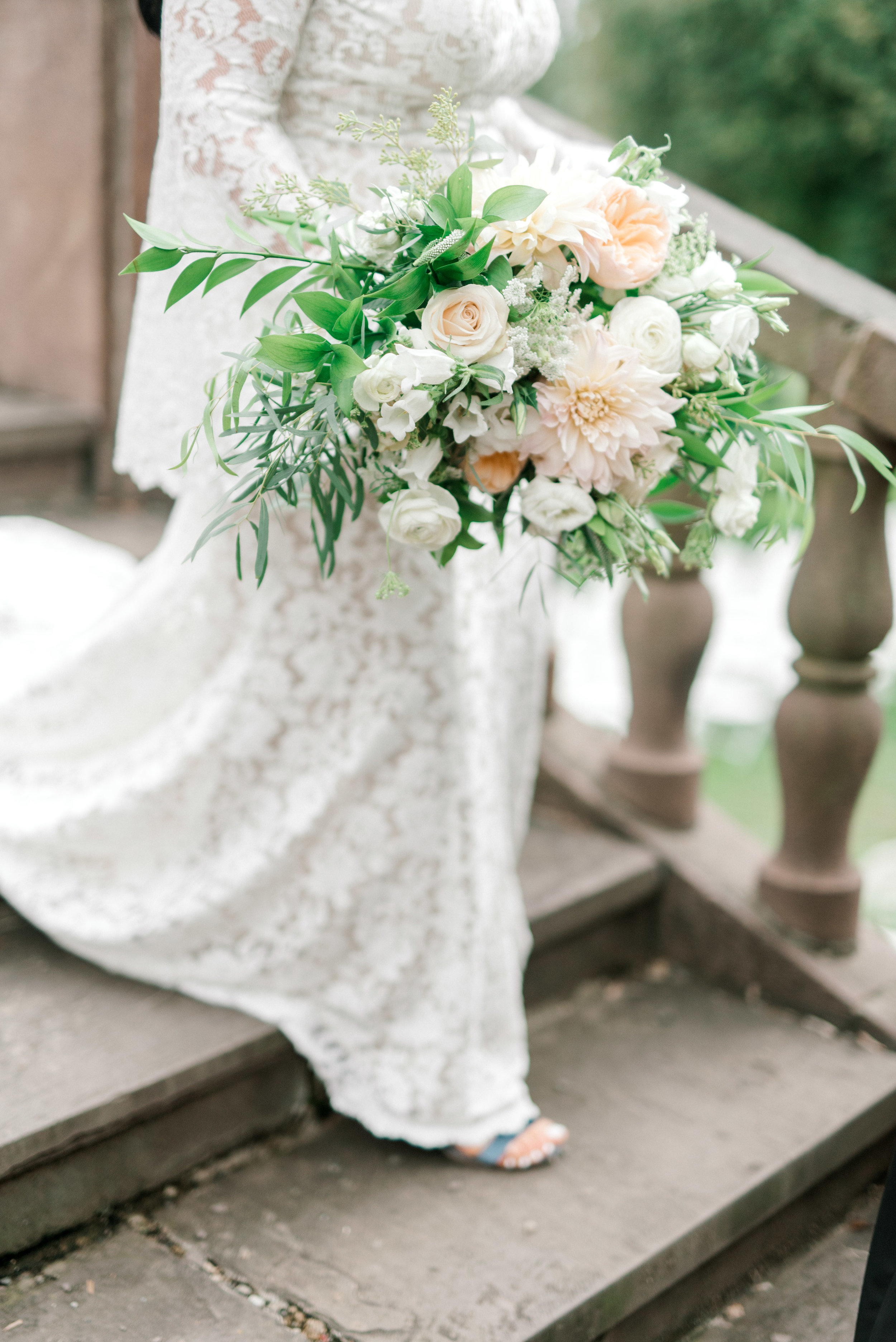 These white and blush blooms from Maura Rose Events are so romantic and went so perfectly with this bright boho chic Tyler Gardens wedding in Bucks County