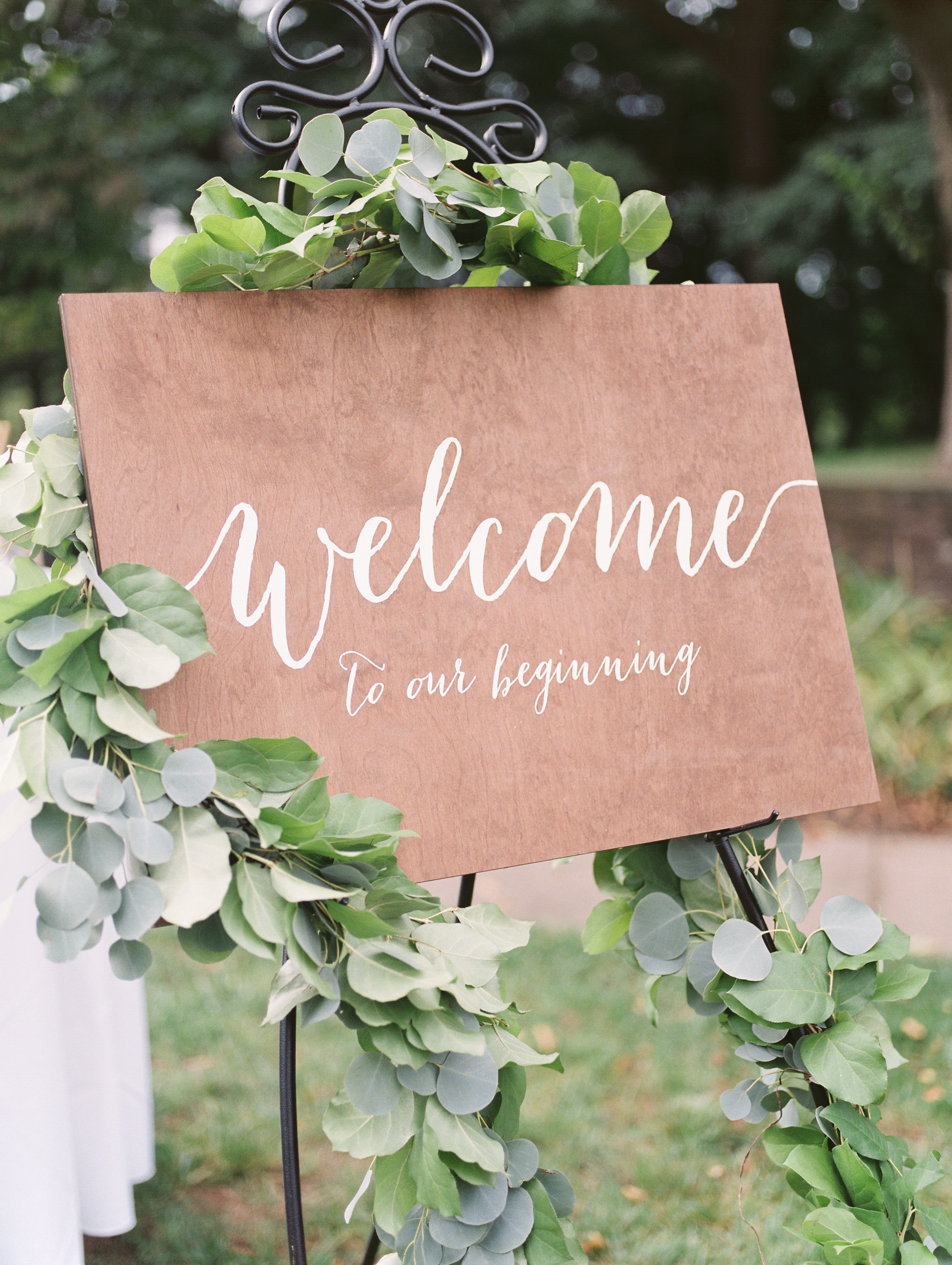 We loved this elegant wooden welcome sign from Alicia and Mike's bright boho chic Tyler Gardens wedding in Bucks County