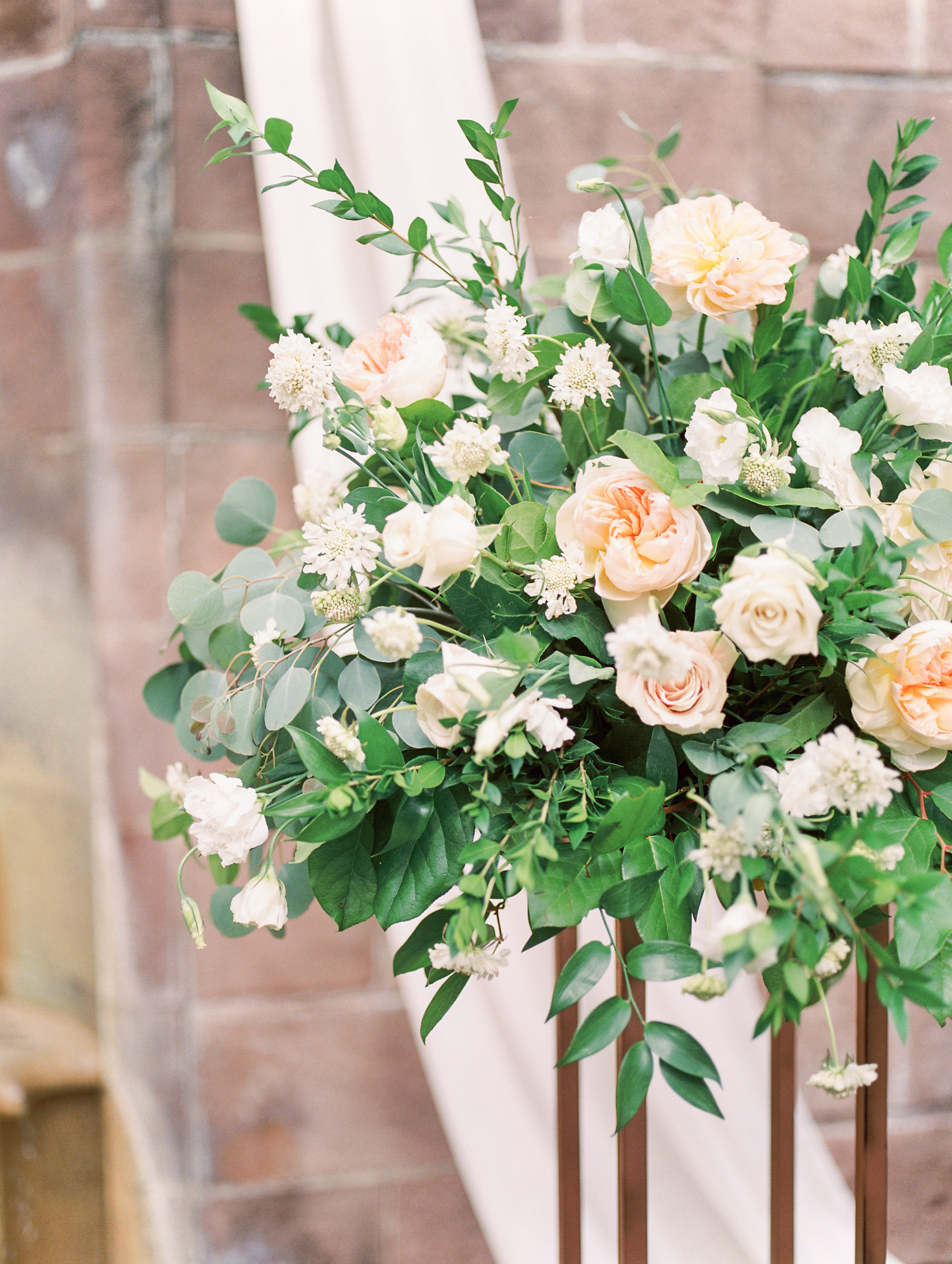 We loved the floral installations in whites and blushes from Maura Rose Events from this bright boho chic Tyler Gardens wedding in Bucks County