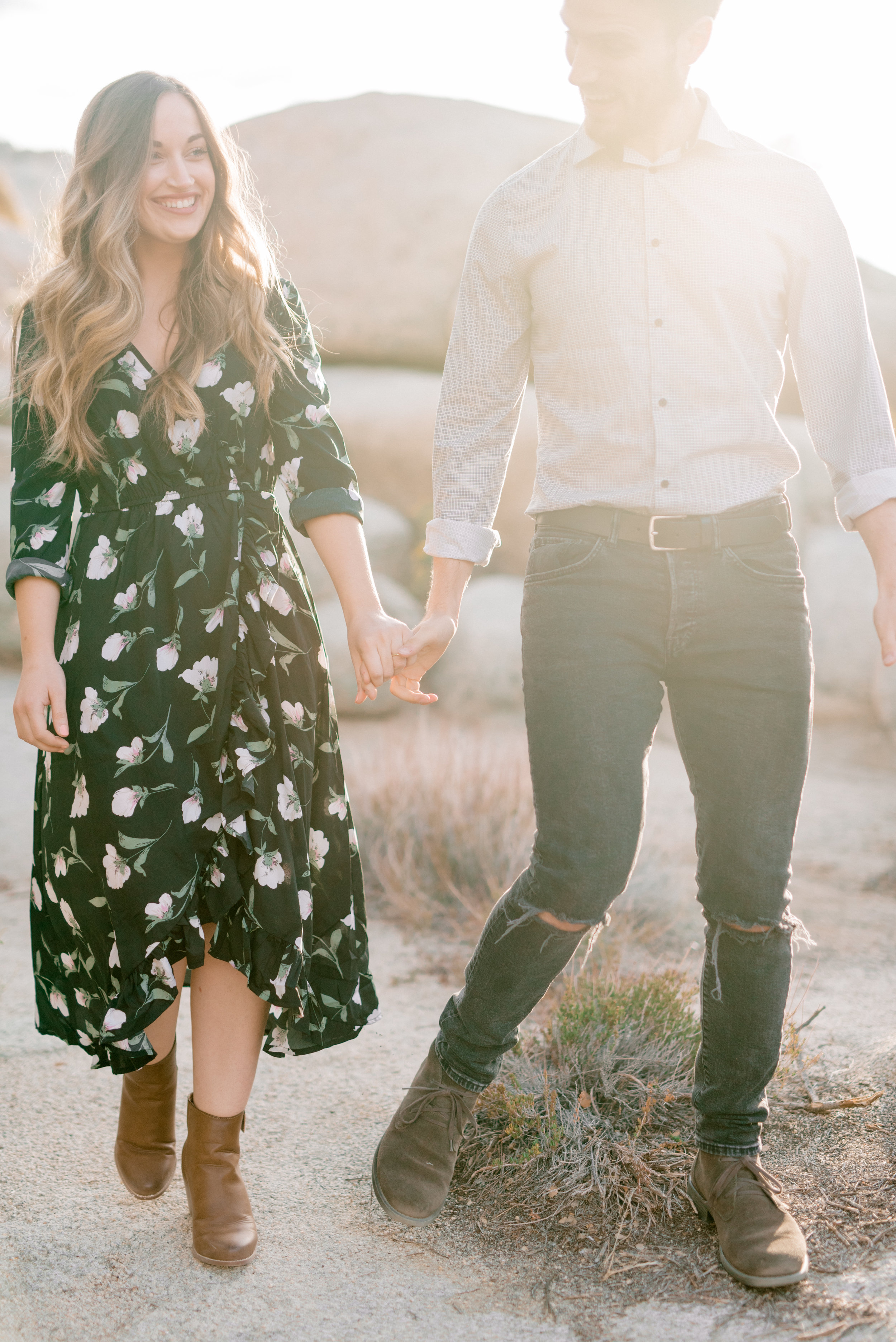 We love this casual yet put together boho look for this free-spirited desert engagement session in Joshue Tree