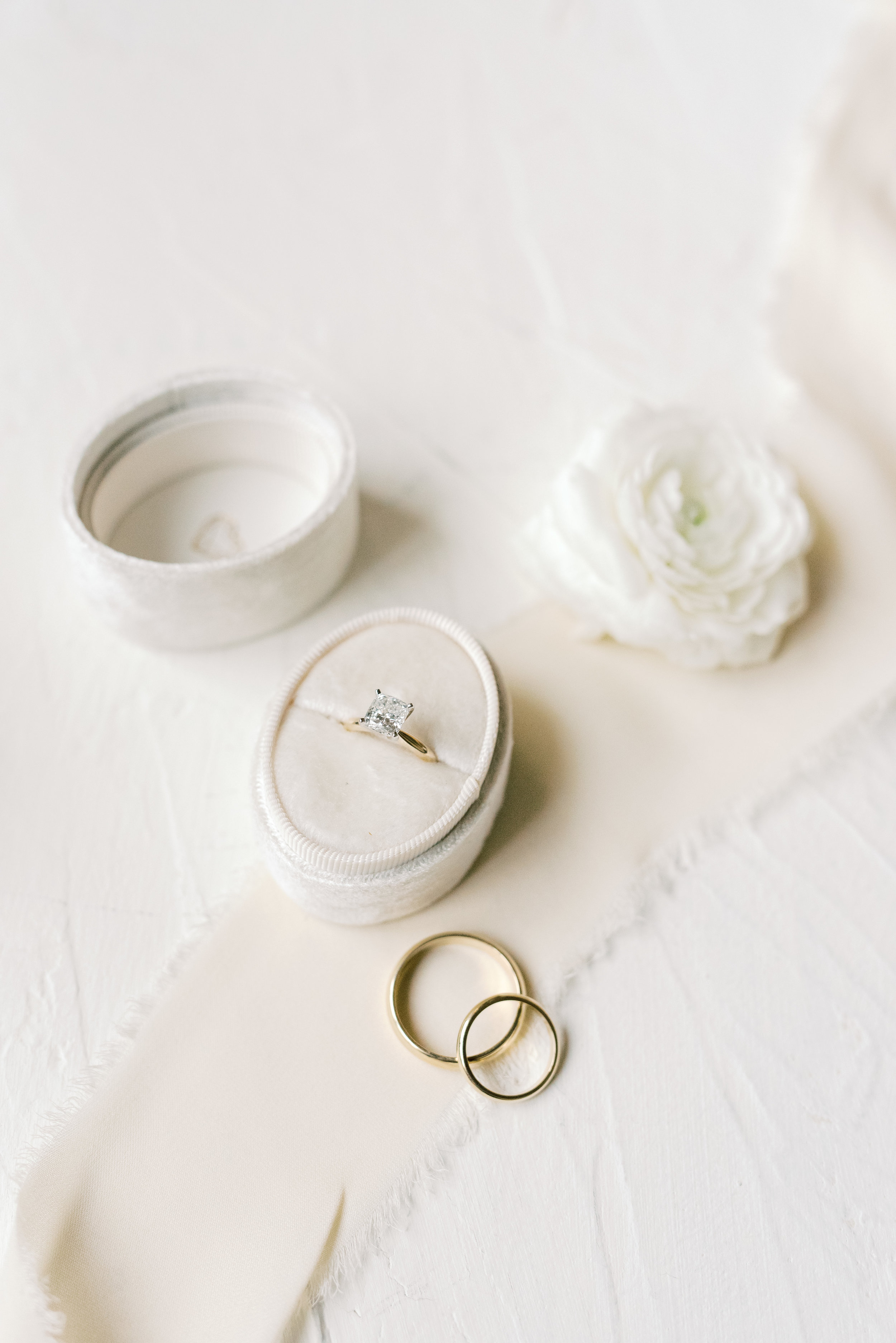 This classic gold band wedding ring with white diamond had our hearts aflutter from this romantic and classic wedding day for their french inspired green and white Cairnwood Estate wedding.