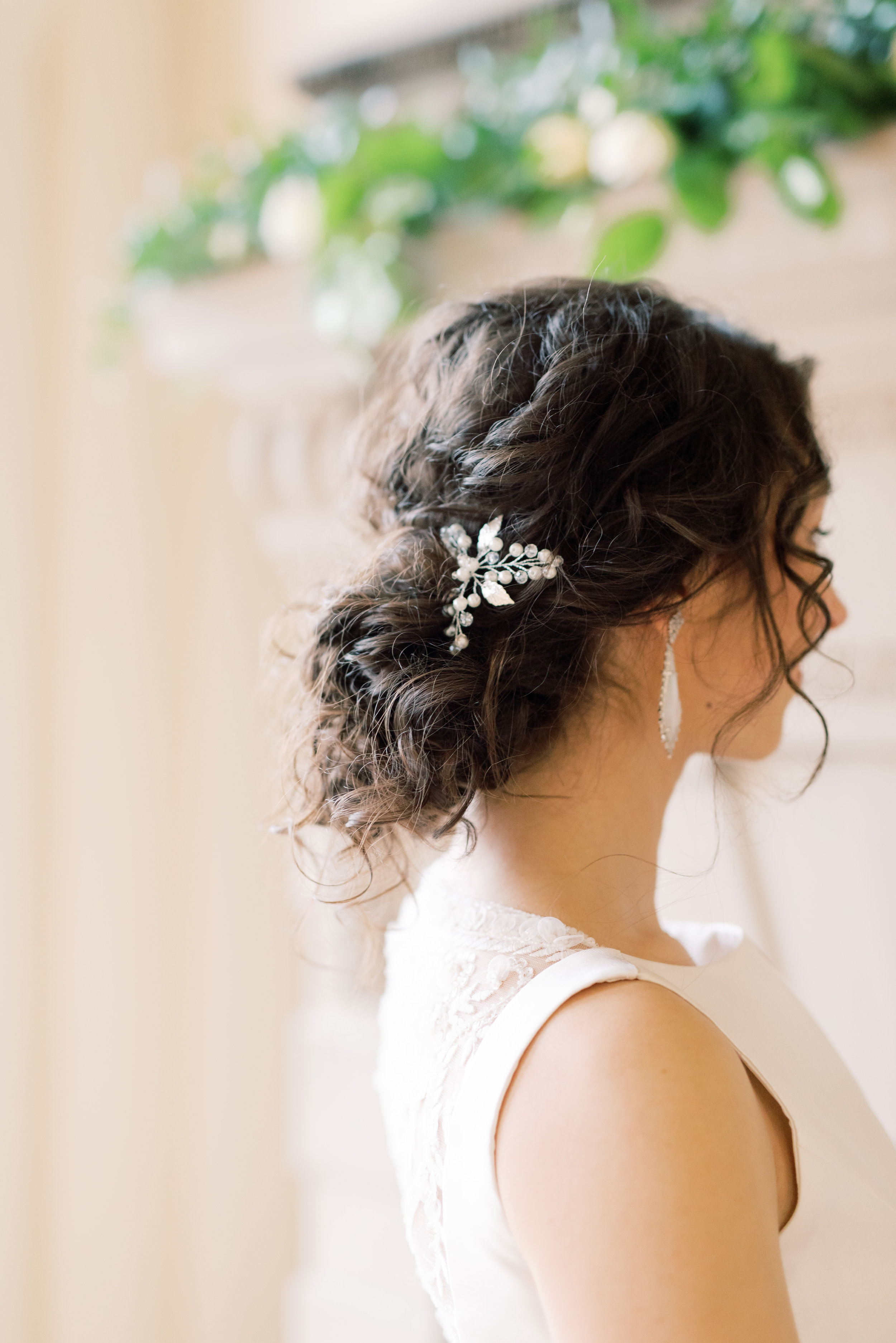 We love how romantic these soft curls look for our bride on her romantic and classic wedding day for their french inspired green and white Cairnwood Estate wedding