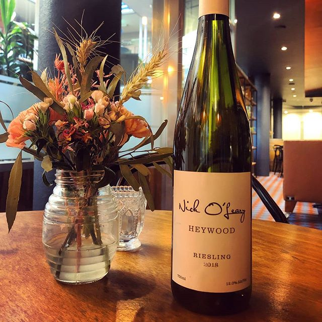 @nickolearywines Heywood Riesling boasts the pure citrus character of our other Nick O'Leary rieslings but with a fresh green melon character. The 2019 vintage won 'Best Riesling' in the Canberra and Region Wine Show, so it's worth buying a bottle, or 6 😎🍾