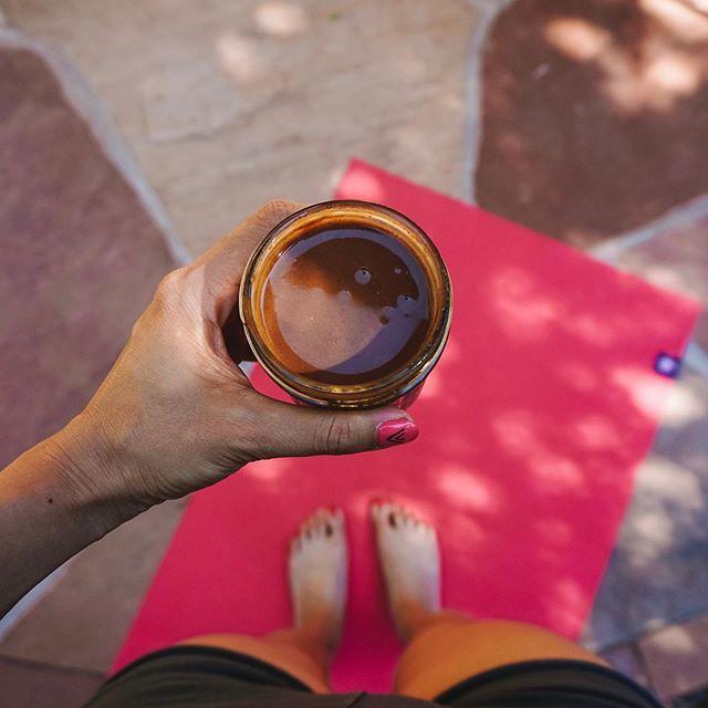 ⠀ Brain drink⚡️It's a homemade drink!Thank you AKO!⠀ ⠀ マヤナッツパウダー、マヤナッツコーヒー入りのドリンク。こちらでお世話になっているAKOさん手作りドリンクでモーニングチャージ!⠀ ⠀ マヤナッツコーヒーは初めて飲んだけど脳が覚醒する感じ🧠!! 神の実とも言われるマヤナッツ。⠀ ⠀ 少しの量をショットでいただくくらいがベストです。⠀ ⠀ セドナに来られる際は土地や歴史、文化にも詳しいセドナクエストのAKOさんのツアーがおすすめ💙⠀ @sedona910⠀ ⠀ •••⠀ ⠀ #stylediary #vacationgoals #traveler #fashionblogger ##travel #traveling #traveladdict #tourist #travelling #trip#travelgram #traveler #instatravel #mytravelgram⠀ #kissinfashion#diyblog#blogger_de#fashionblogger_de#fashioninspiration#outfitdrtails#outfitideas#stylebook#fashiongoals #hongkong #ootd #ootdfashion #mood #morning #yoga