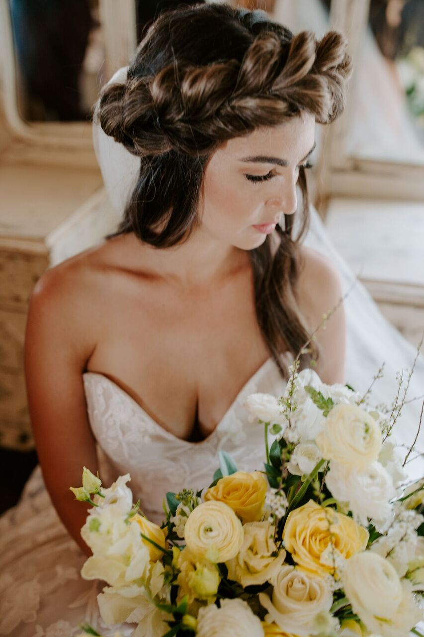 BridePortraitYellowBoquet