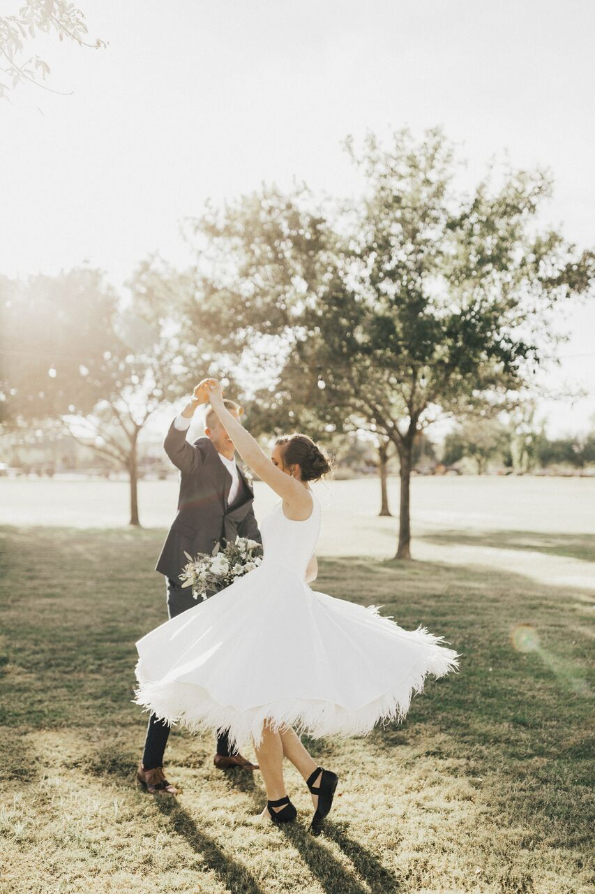 Arizona_Wedding_TheMill_Kiss_Bridal_BrideAndGroom_Dancing
