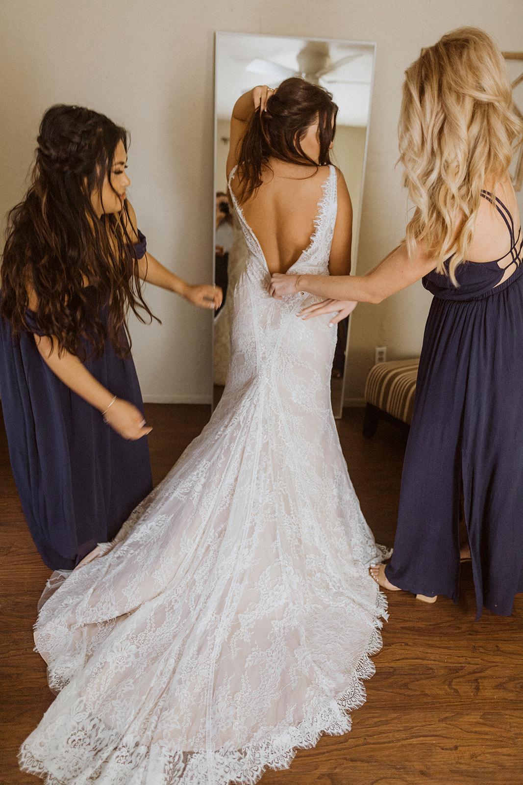 bride_dress_zipping_up.jpeg