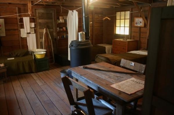 barracks_4572.tb.jpg