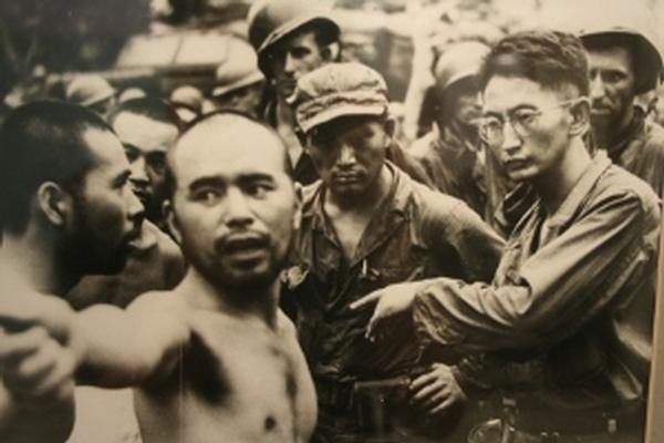 MIS soldier Harry Fukuhara interrogates a Japanese POW on Aitape, New Guinea, in April 1944.