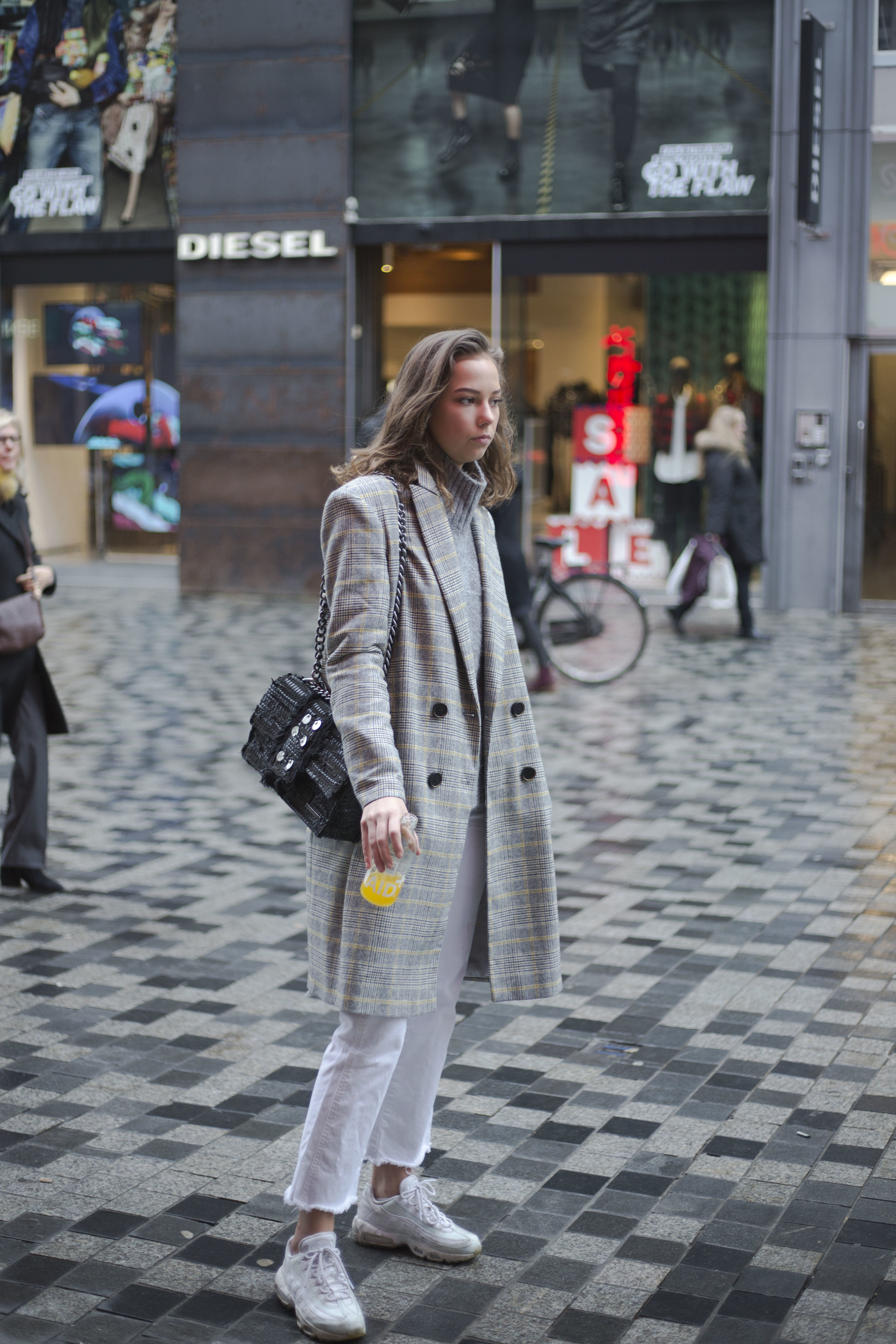 Grate style of Bodil wearing H&M sweatter, Filippa K pants and jacket from zarah