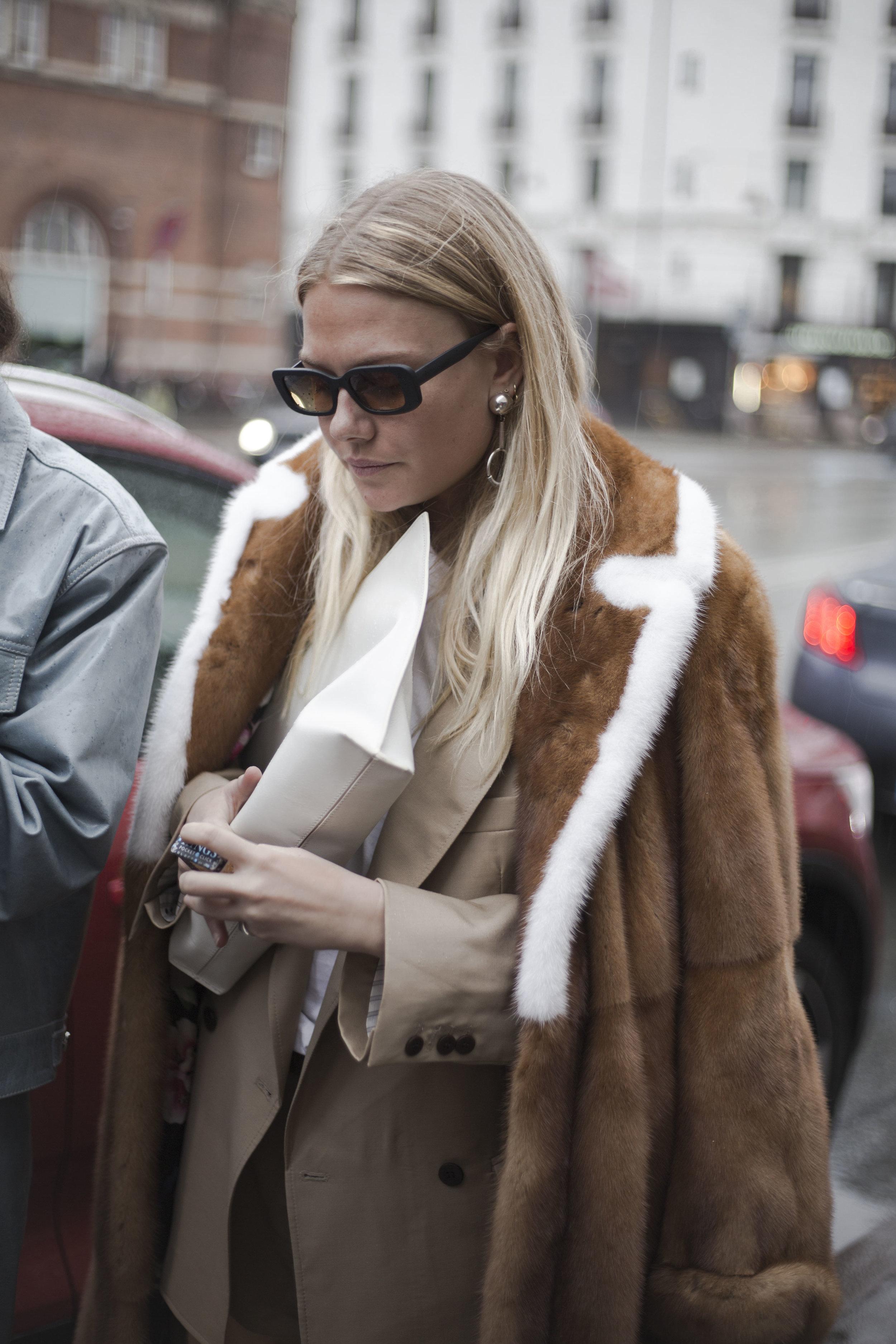 best-copenhagen-fashionweek-street-style-streetstyle-thestreetland-fashion-freja-wewer-kopenhagen-fur.jpg