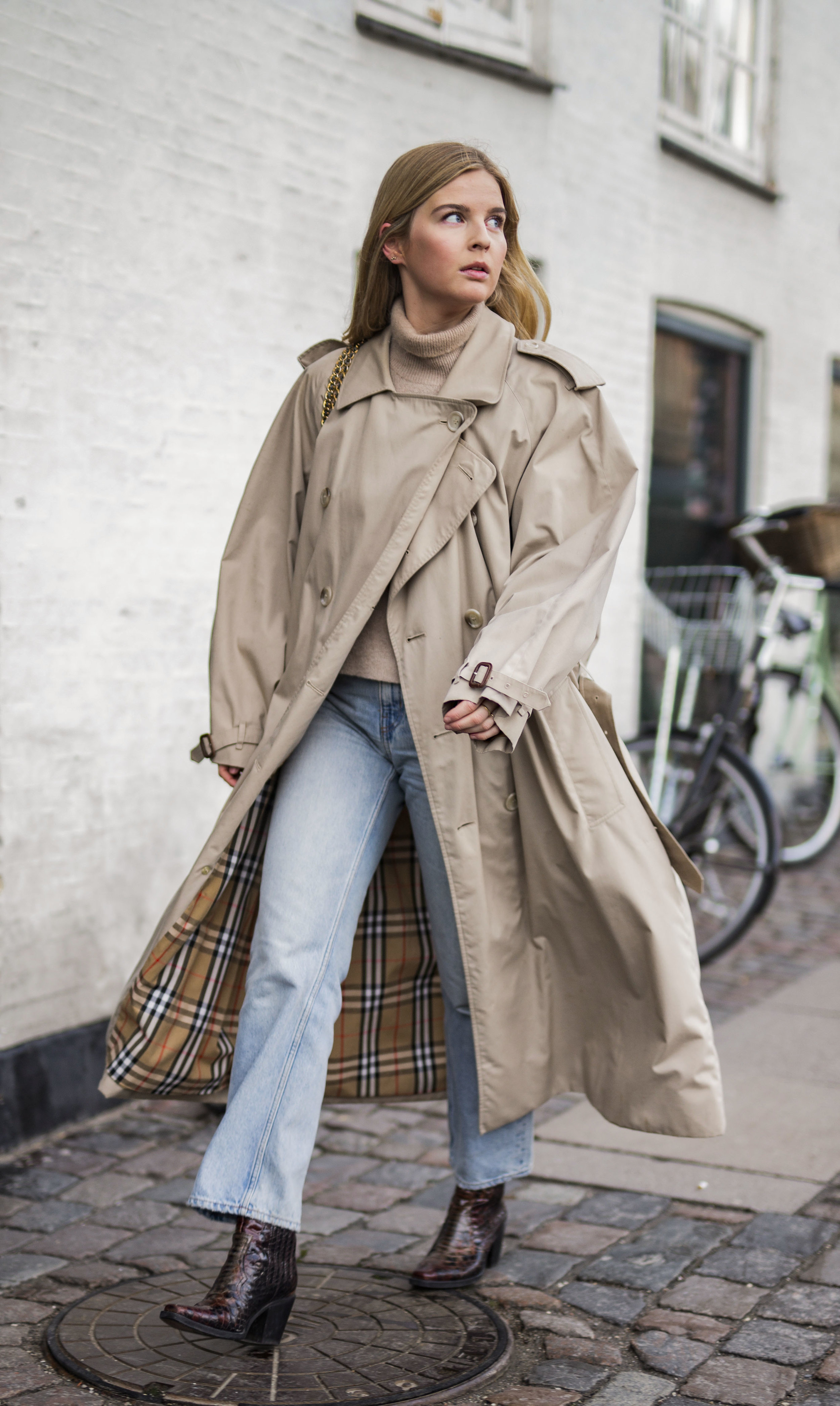 Betina Ask from Load Creatives in a classical Trenchcoat during