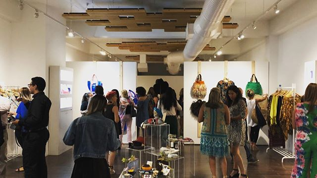 Full house at our #designer Meet and Greet at our #popupshop The #art of #sustainability in @fundacioncasacortes in #oldsanjuan #sustainablefashion #sustainabledesign. . . Casa llena en nuestro evento de Meet and Greet con los #diseñadores que son parte de buestra #tienda popup El #Arte debla #sostenibilidad en la Fundación Casa Cortés en Viejo San Juan