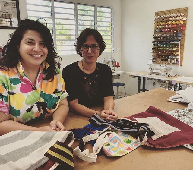 Awesome first and definitely not last visit from @shopconcalma 's @matilsha to our @retazo.co #moda #lab to talk future #collaborations #sustainablefashion #circulareconomy #sustainability #fairtradefashion . . . Primera y definitivamente no la última visita de Matilsha de ConCalma a nuestro Retazo Moda Lab lab para hablar sobre el colaboraciones futuras #modasostenible #economiacircular #comerciojusto