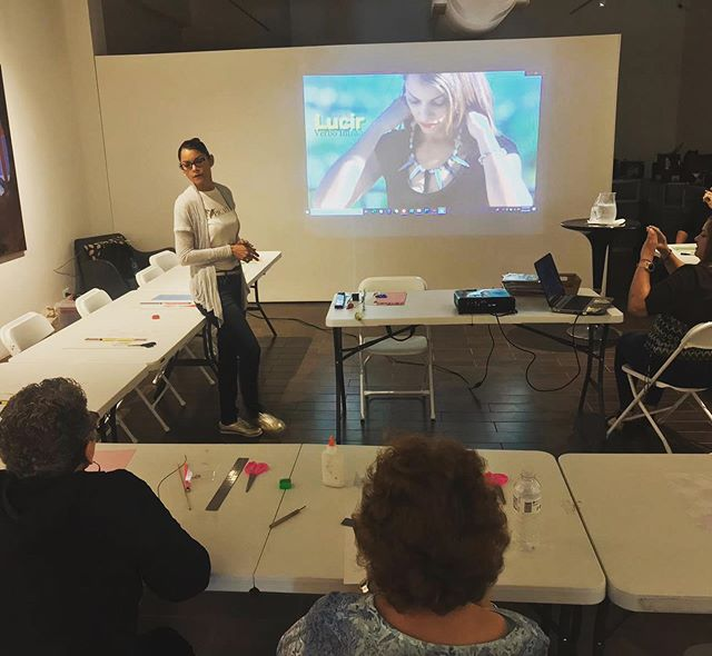 Today at our pop up The # art of #sustainability, @picaflor Michelle Nieves hosted a #workshop of #jewelry and #fashion #accessories made of #paper #sustainabledesign #sustainablefashion #circularfashion. . . Hoy en nuestro popup El #arte de la #sostenibilidad, Michelle de Picaflor ofrecio un #taller de #joyería y #accesorios hechos de #papel #modasostenible #diseñosostenible #modacircular