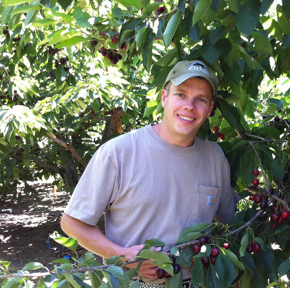 Mike-Omeg-with-Bing-Cherries.JPG