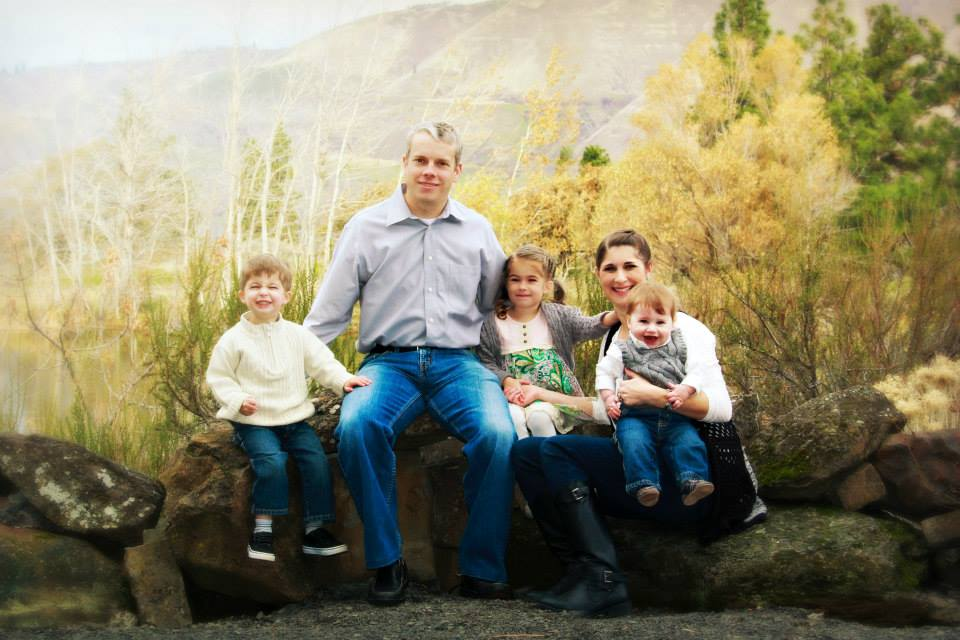 Mike Omeg, his wife Lindsay and their kids.(Image copyright: Dry Hollow Family Orchards, Inc. All rights reserved.)
