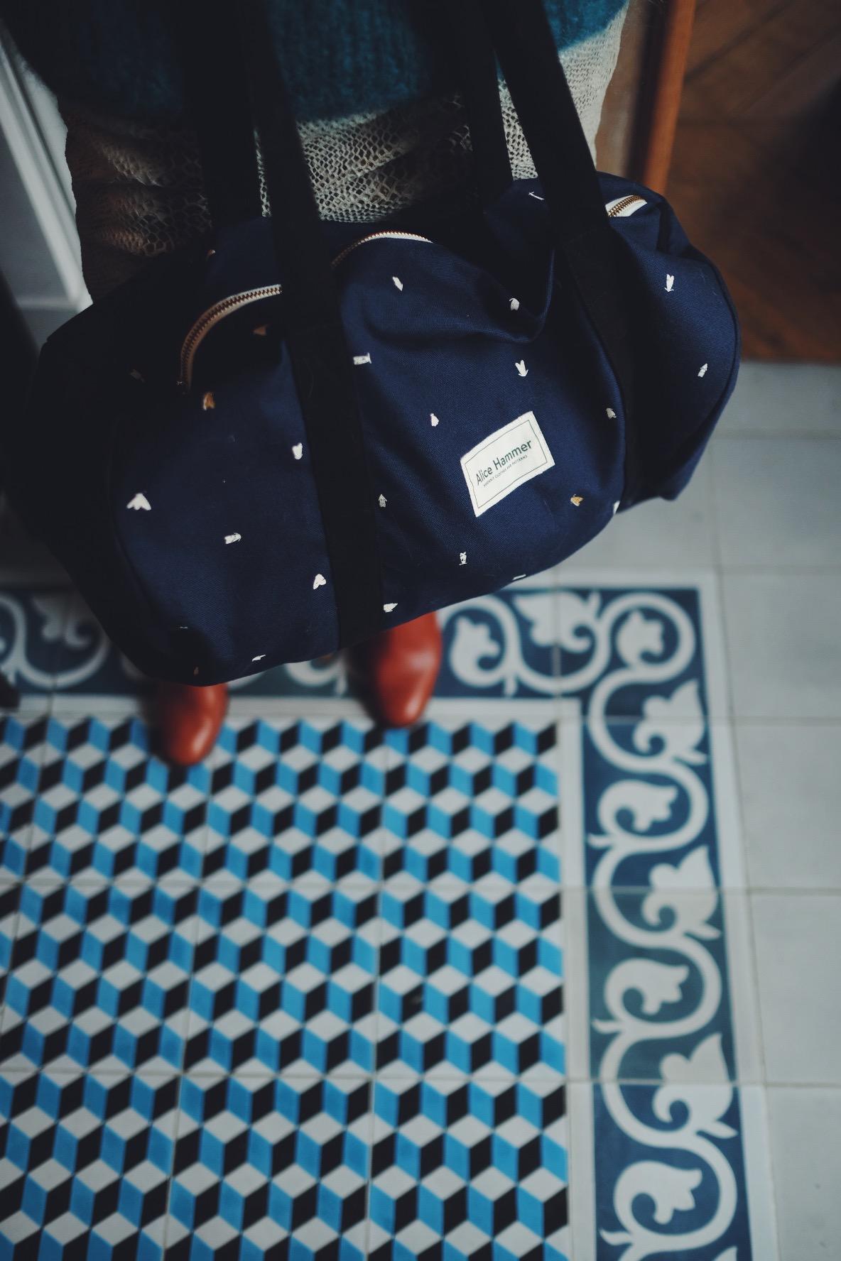 MENTAL - As-tu des routines ou exercices qui permettent de luter contre le stress ?Le tricot, les mots croisés et faire la cuisine.En périodes difficiles, quels sont tes remèdes pour gérer le stress ?Le tricot et les copines.Des astuces que tu suis quand tu sens que tu vas attraper un rhume ?Tisane de thym / cannelle / clous de girofle, grohg le soir.As-tu des mantras que tu répètes régulièrement, qui te renforcent et t'aident à garder le cap ?Ca pourrait être pire, on est pas si mal sous nos tropiques, appelle les copines et ça ira mieux.En période difficile, de doutes, qu'est-ce que tu te dis pour remonter la pente ? Dans quel état d'esprit es-tu pour continuer à avancer et affronter les difficultés ?Ca ira mieux demain.