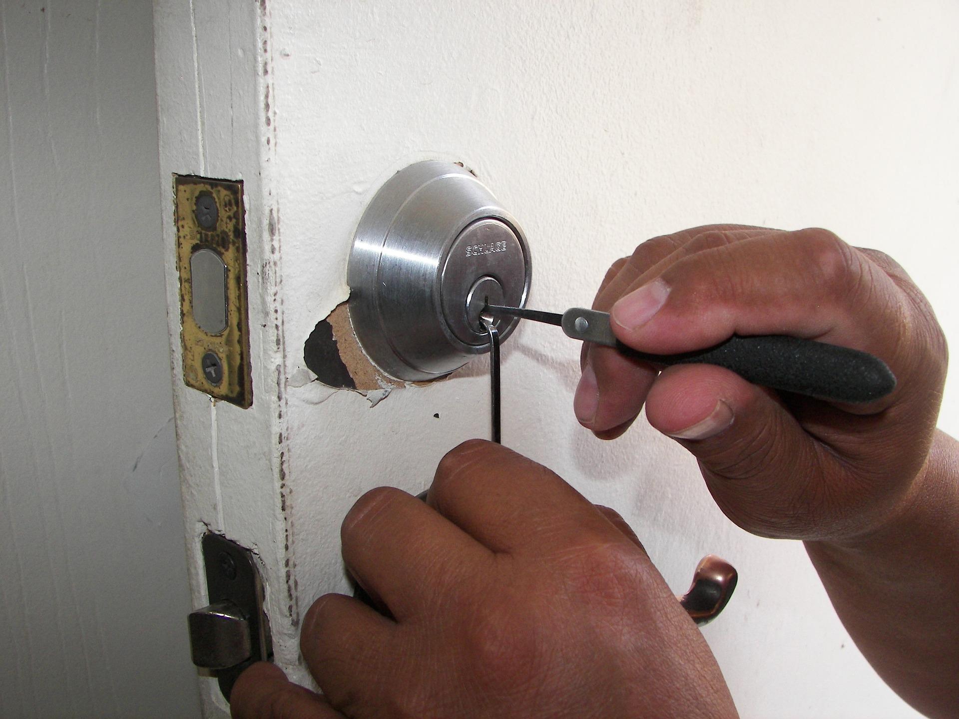 LockoutServices-Locksmith.jpg