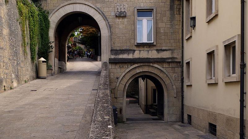 San-Marino,_Scuola_Secondaria_Superiore,_1.jpeg.jpeg