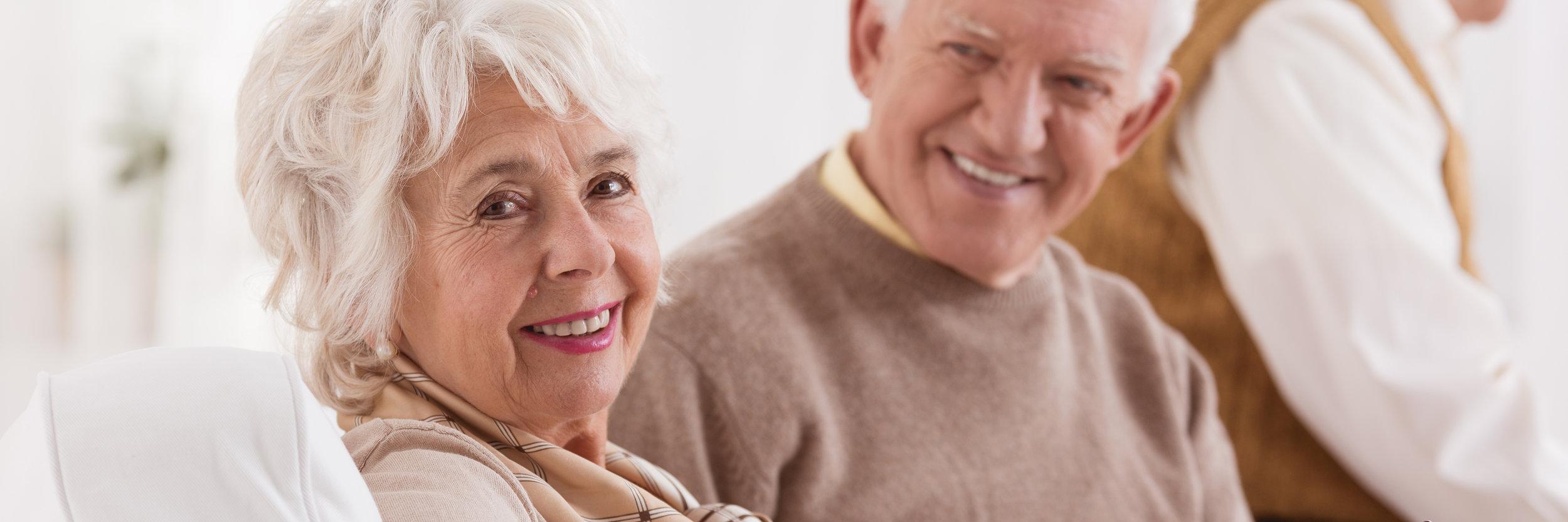 happy-senior-couple-PWH933M.jpg