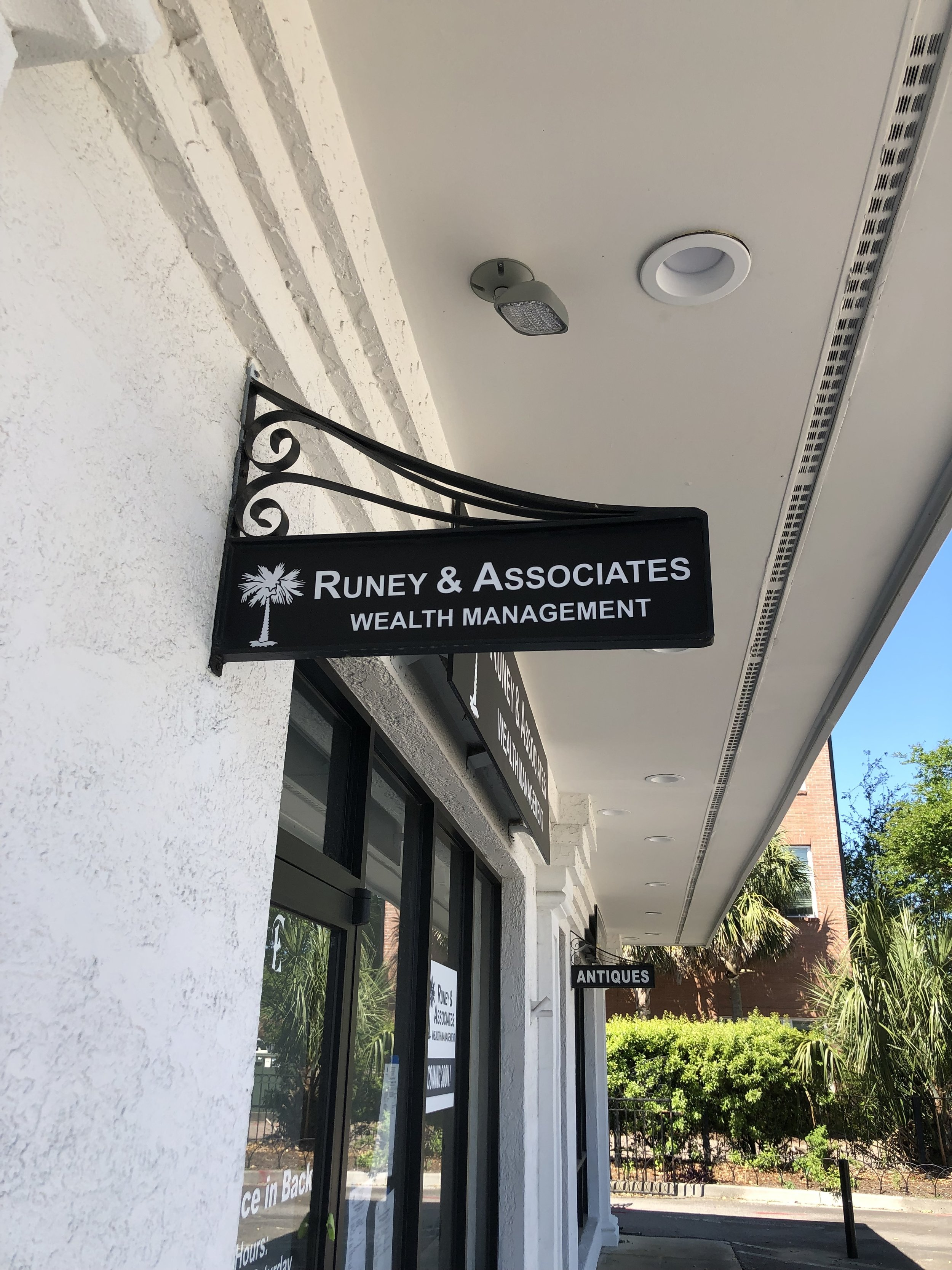 Runey & Associates Wealth Management front entrance.