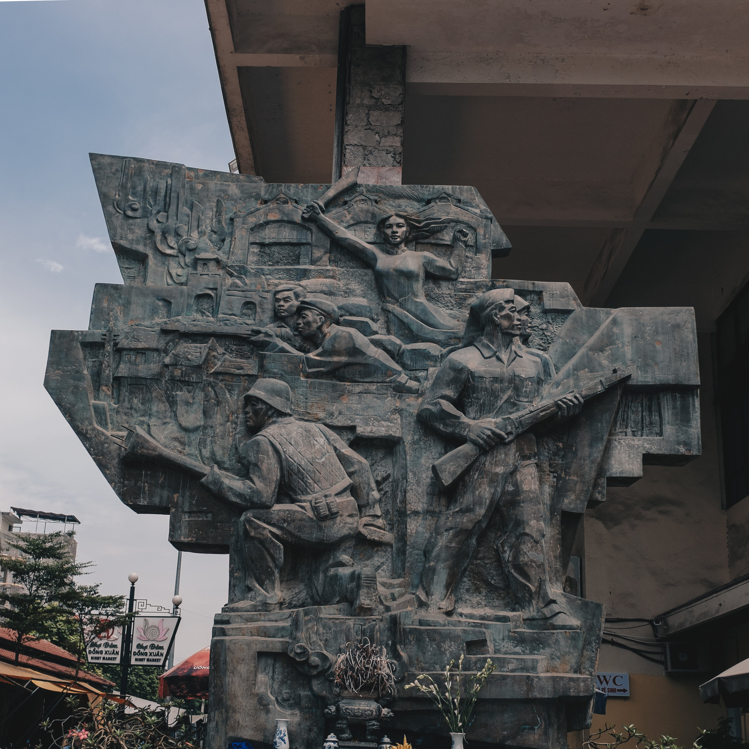 hanoi-dong-xuan-market-statue.jpg
