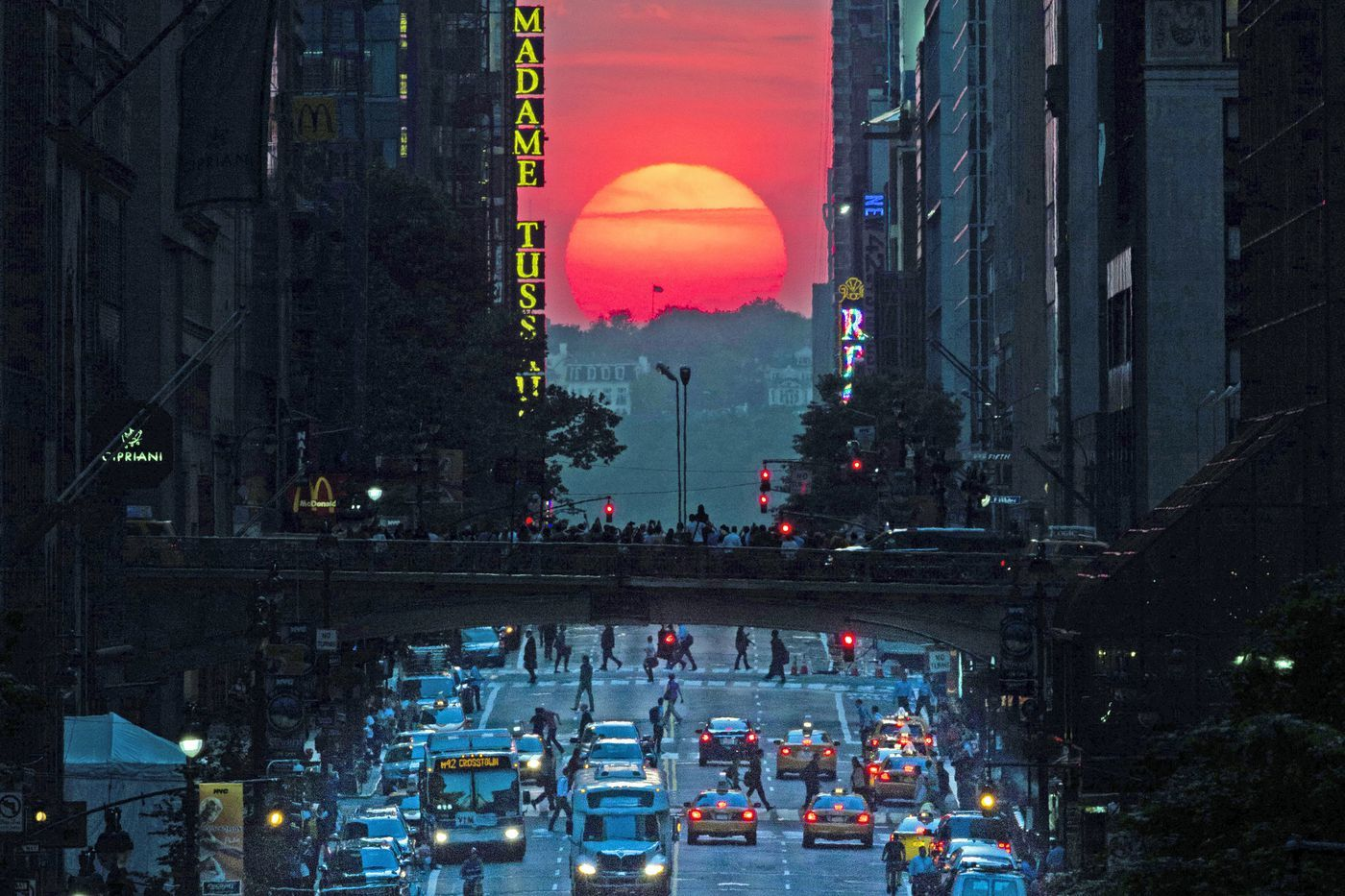 The iconic Manhattanhenge in its full glory,  photo from iidany