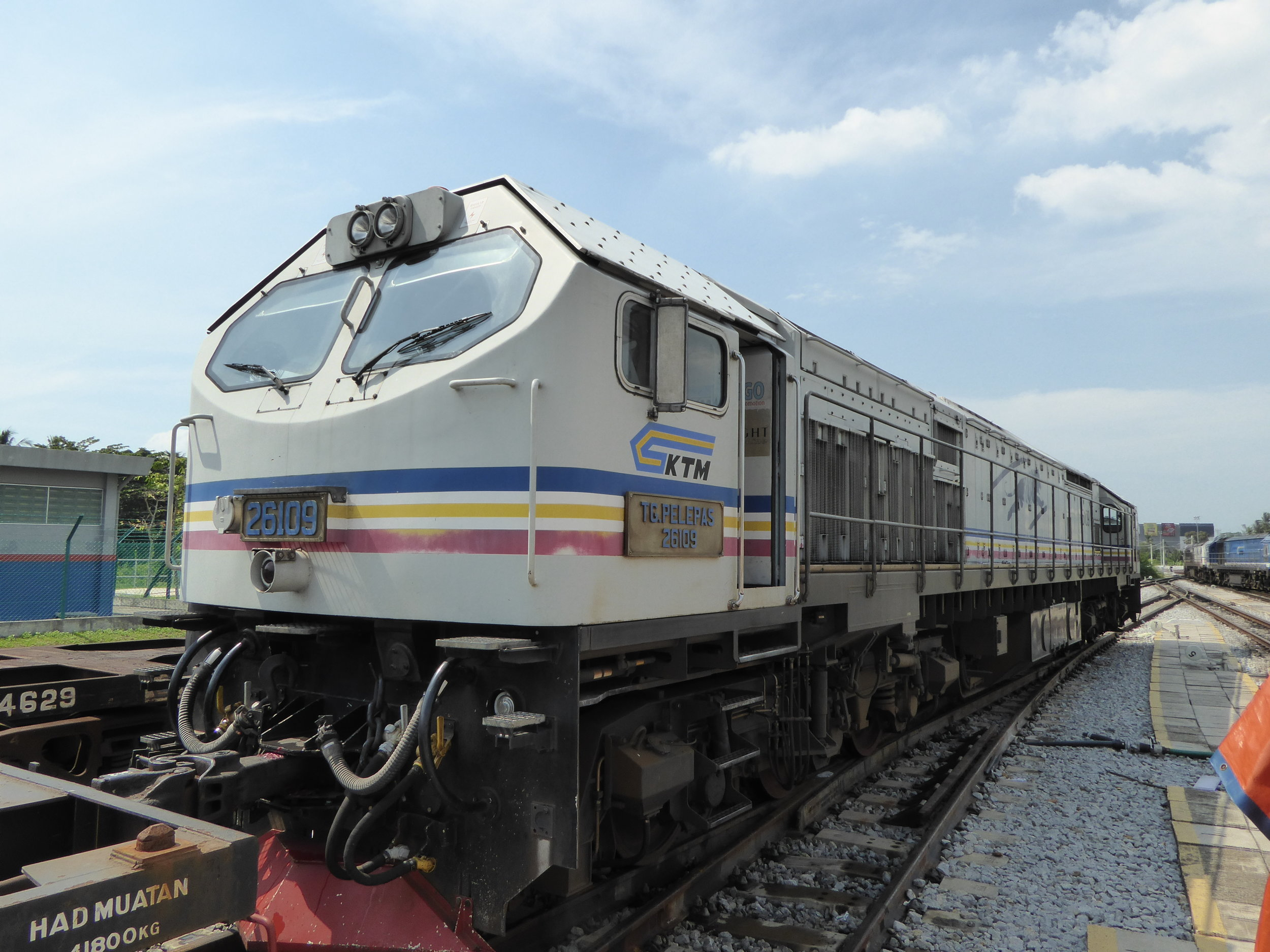 A picture of a KTM locomotive that runs between JB Sentral and the station of Gemas,  photo from Les Gregory on Flickr