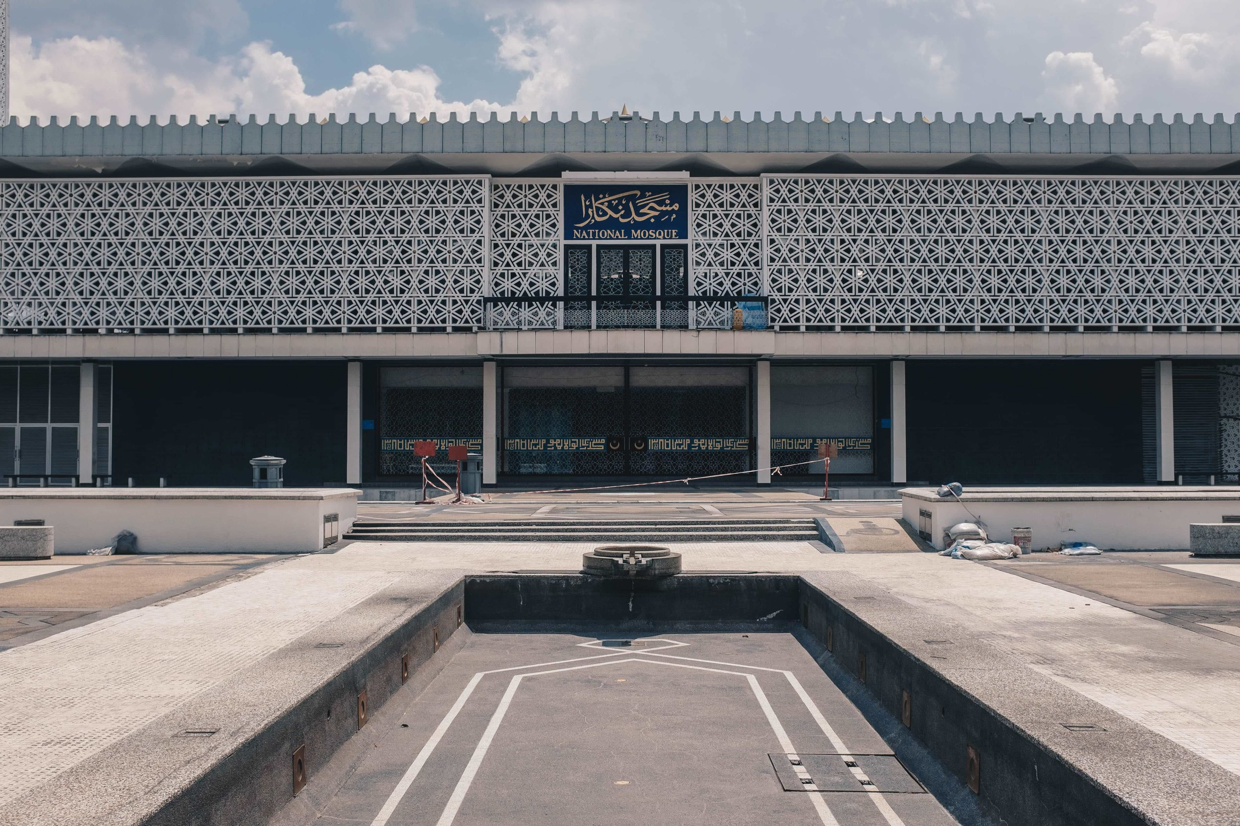 The National Mosque of Malaysia (in Kuala Lumpur) was built with an ambitious modernist style