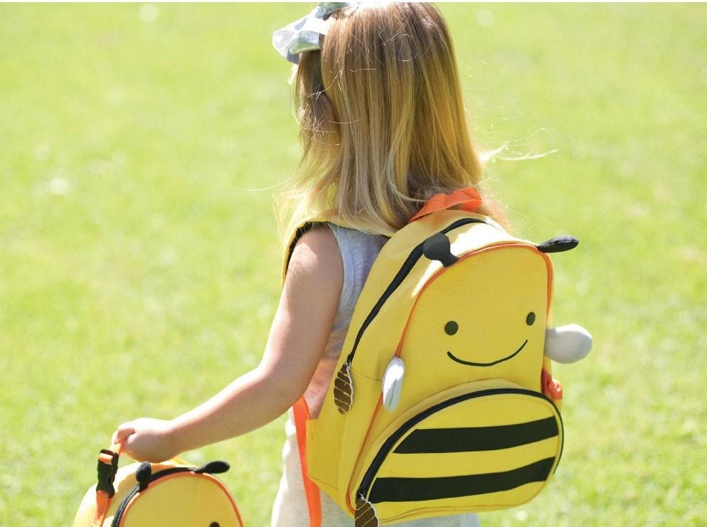 skip-hop-zoo-pack-kids-backpack-bee-girl-carrying_31_1 (1).jpg