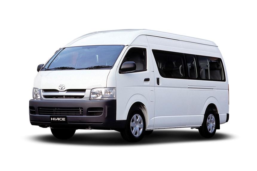Toyota-HiAce-Commuter-2014-1-(4).jpg