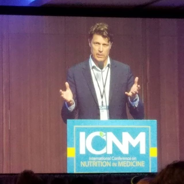 Day 2 of the International Conference on Nutrition in Medicine started off strong with an interesting talk on...fat! 🥓 ----- Dr. Ulf Riserus from Uppsala University in Sweden spoke about how the TYPE of fat we eat matters more than the AMOUNT of fat we eat. 🍫 ----- He and his PhD students performed multiple experiments that showed that UNsaturated fats, especially polyunsaturated (aka omegas!), improve clinical values (e.g., cholesterol, triglicerides, fatty liver) EVEN when gaining weight!🍦 ----- This doesn't mean we should go out and try to plump up on good fats; it means we should work to replace the bad fats (trans and saturated) in our diets with the good!🥜🥜🥜 ----- It also means that weight is not always an indicator of health, so we should focus more on eating well and less on what the scale says. ----- Thanks, Dr. Riserus! ----- #icnm19 #physicianscommitteeforresponsiblemedicine #pcrm #toolsforselfcare #uppsala #uppsalauniversity #drulfriserus #goodfats #badfats #saturatedfat #transfat #monounsaturatedfat #polyunsaturatedfats #omega3 #omega6