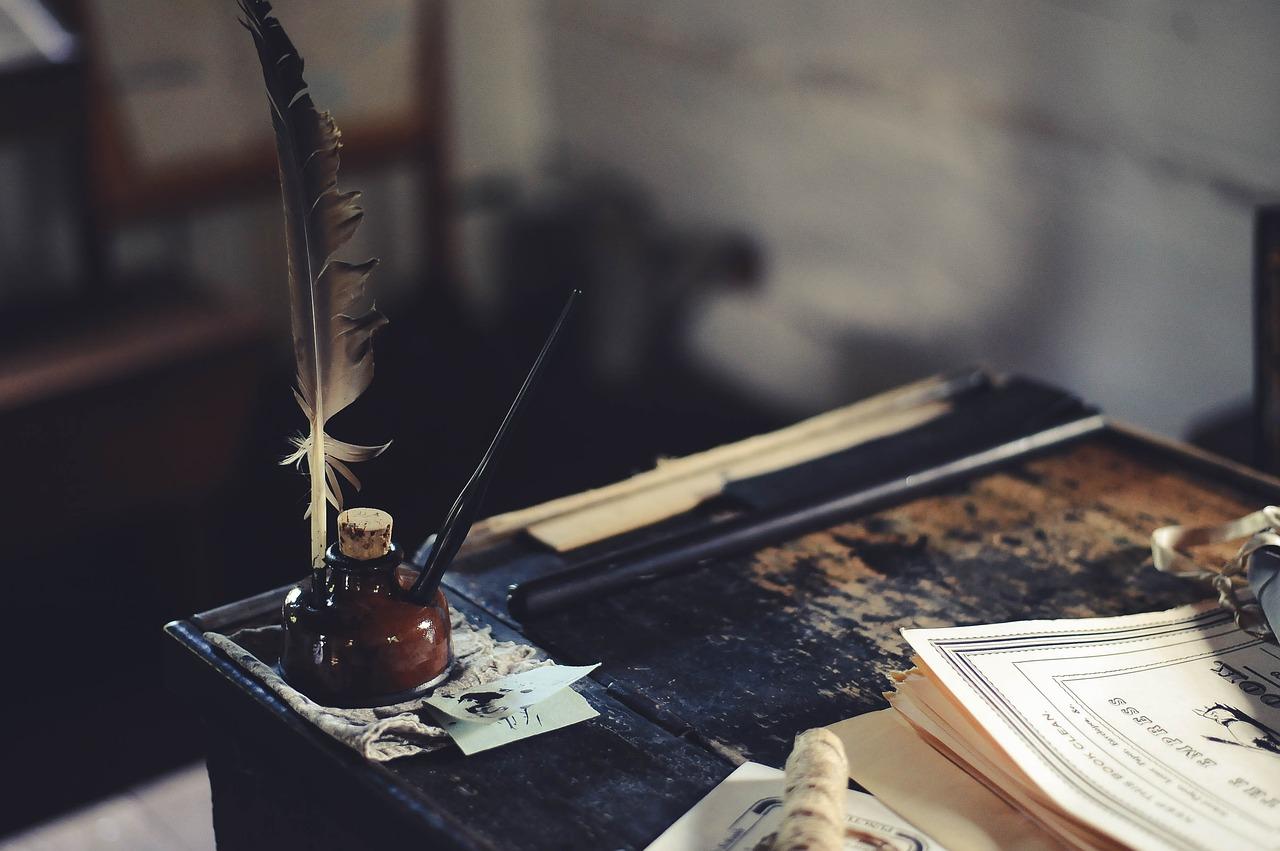 Un vieux bureau d'écrivain - rêves d'auteur en action .jpg
