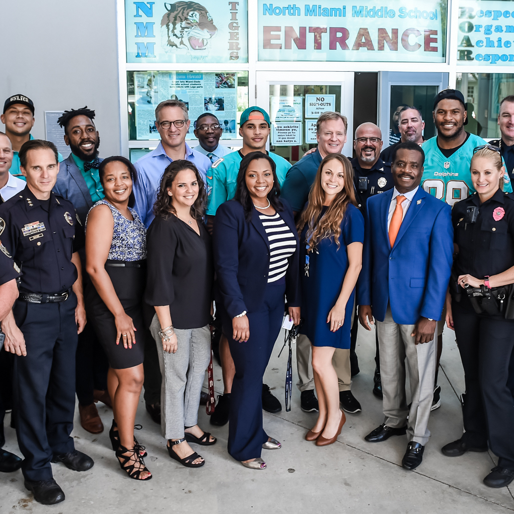 Dolphins WR Kenny Stills Sees Protesting Players, Police On Same Side - By the Palm Beach Post