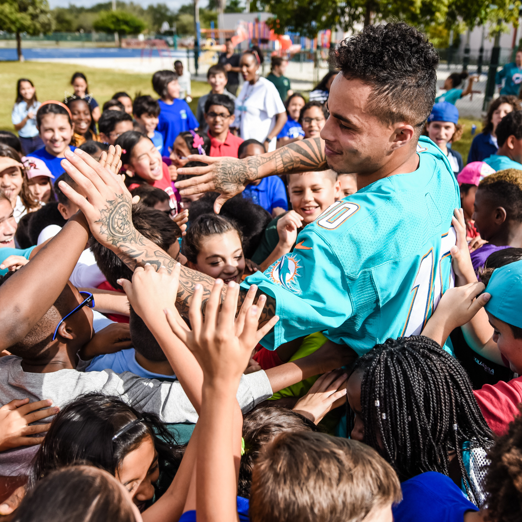 Kenny Stills Wins Dolphins' Nat Moore Community Service Award - Miami Dolphins 2016 Awards