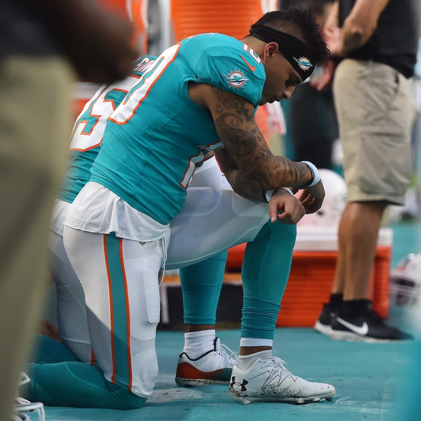 Kenny Stills Carries Colin Kaepernick's Torch By Continuing to Kneel - By the New York Times