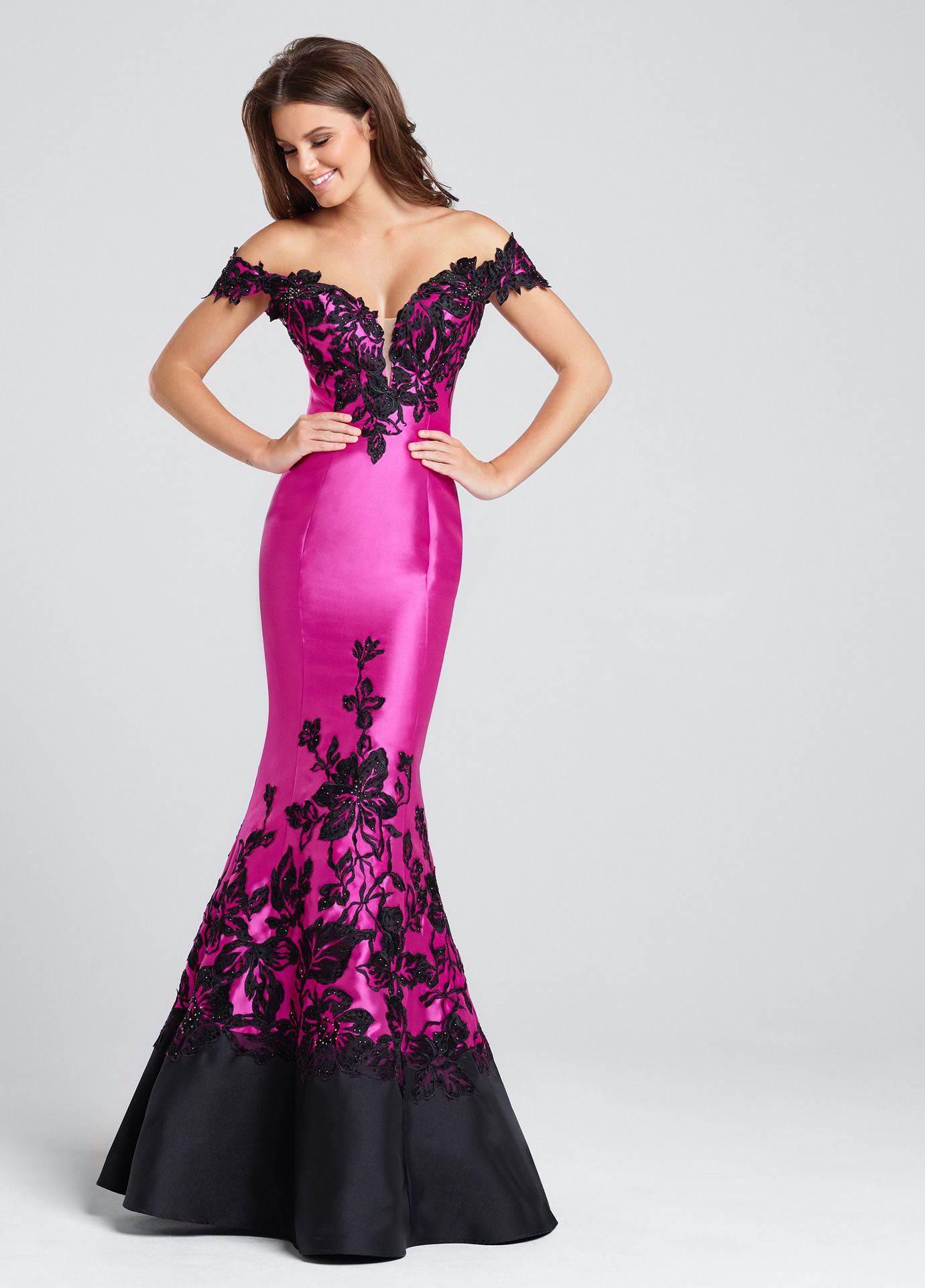 Ellie Wilde - Shine bright on the night of your prom with an elegant look from Ellie Wilde. From fabulous prints to stylish beading, exceptional silhouettes an fashion-forward colors, you will find just what you're looking for with Ellie Wilde!