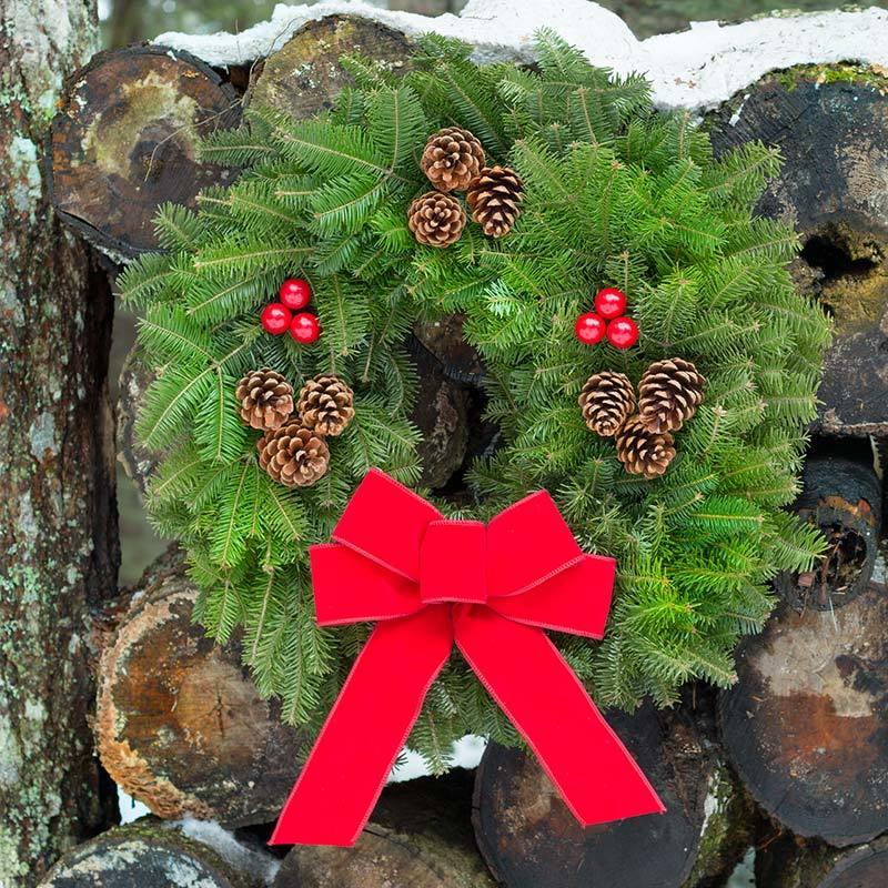 downeaster-fresh-christmas-wreath-harbor-farm-maine-800__40885.1519397048.jpg
