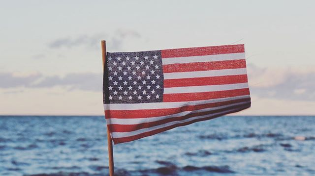 Wishing our #esmta members, friends and colleagues a safe Memorial Day on the water. Let us not forget the true purpose of this day and keep the memory and sacrifices of our heroes in your hearts. 🇺🇸✨ On behalf of the safety council of #esmtadirectors We hope you celebrate this official start to summer on the water responsibly, supporting your local marine businesses ✨